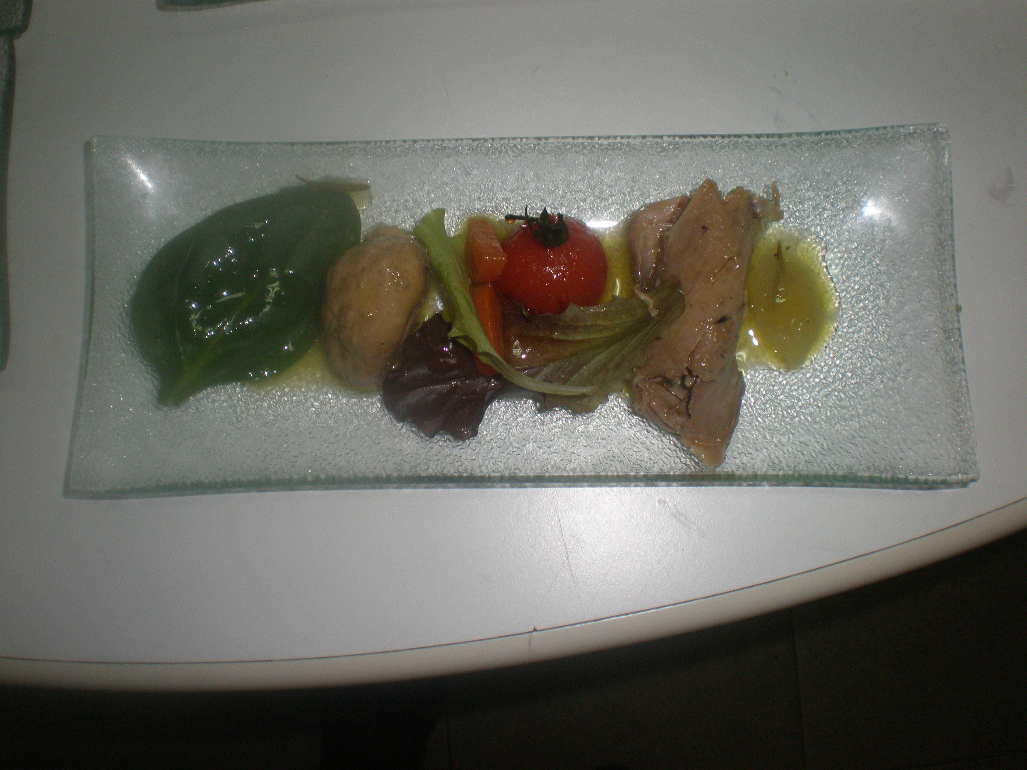 Ensalada de perdiz escabechada con tomates cherry confitados