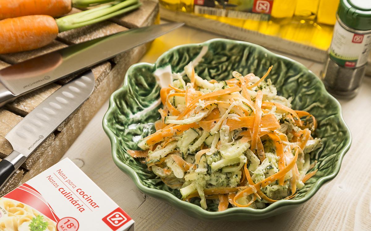 Ensalada fresca de pepino, hinojo y zanahoria