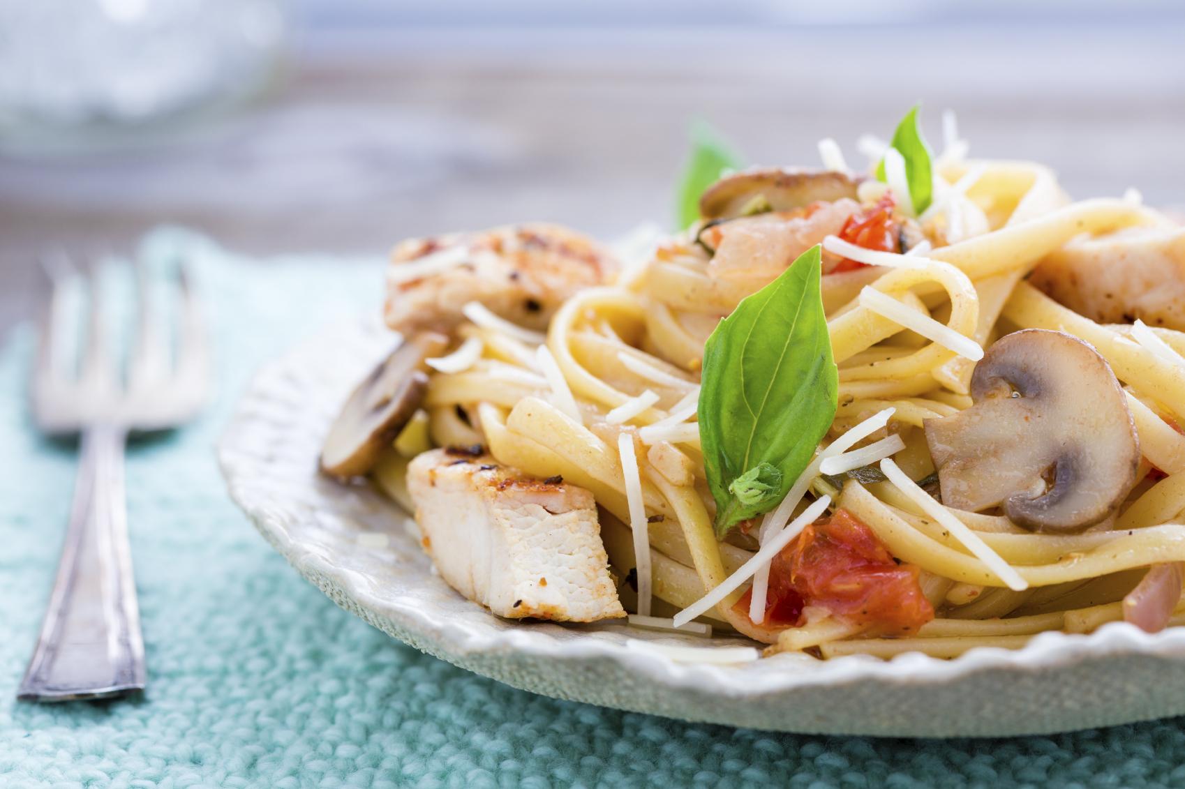 Espagueti de verdura con pollo y vegetales