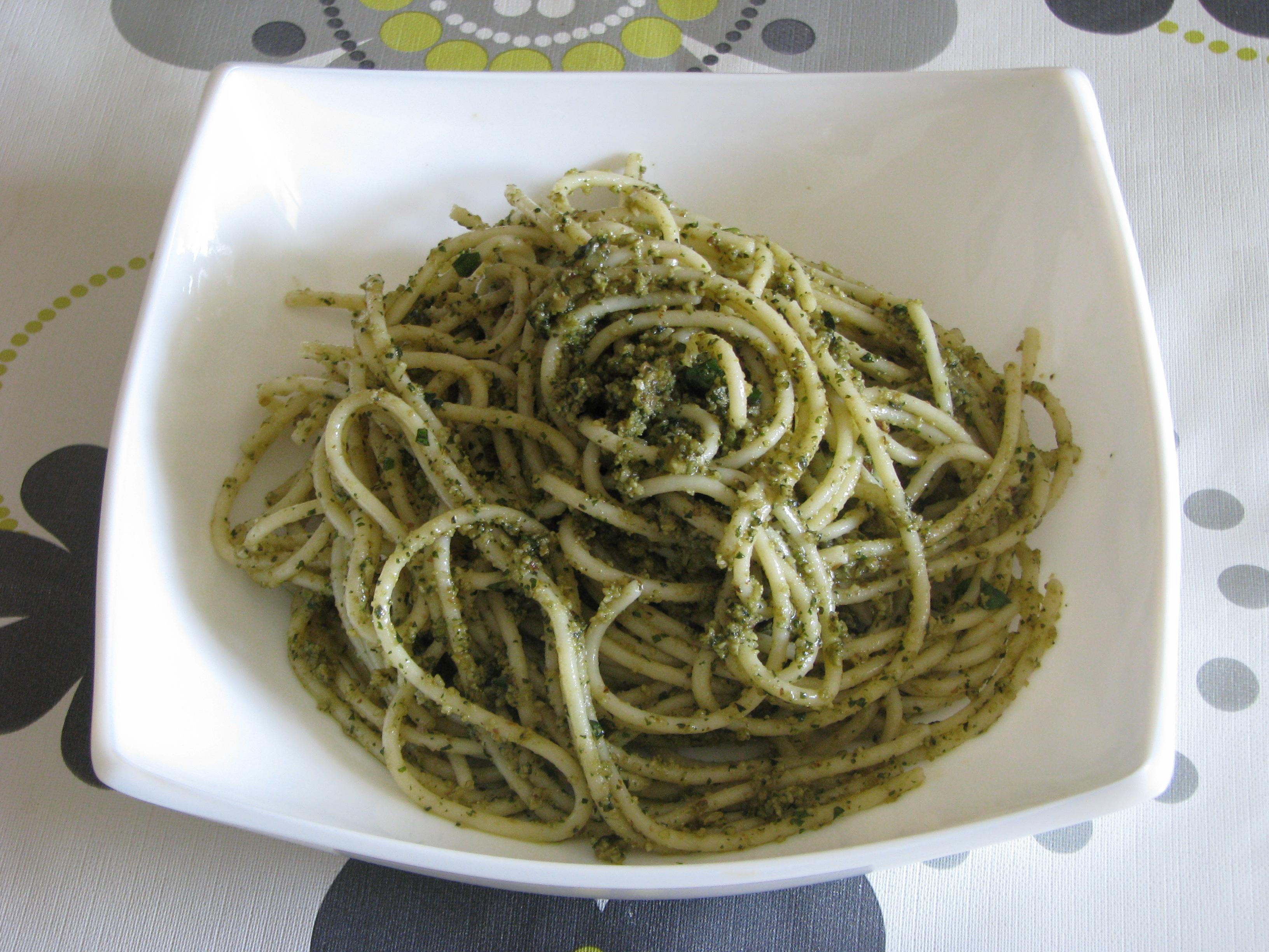 Espaguetis al pesto sin gluten