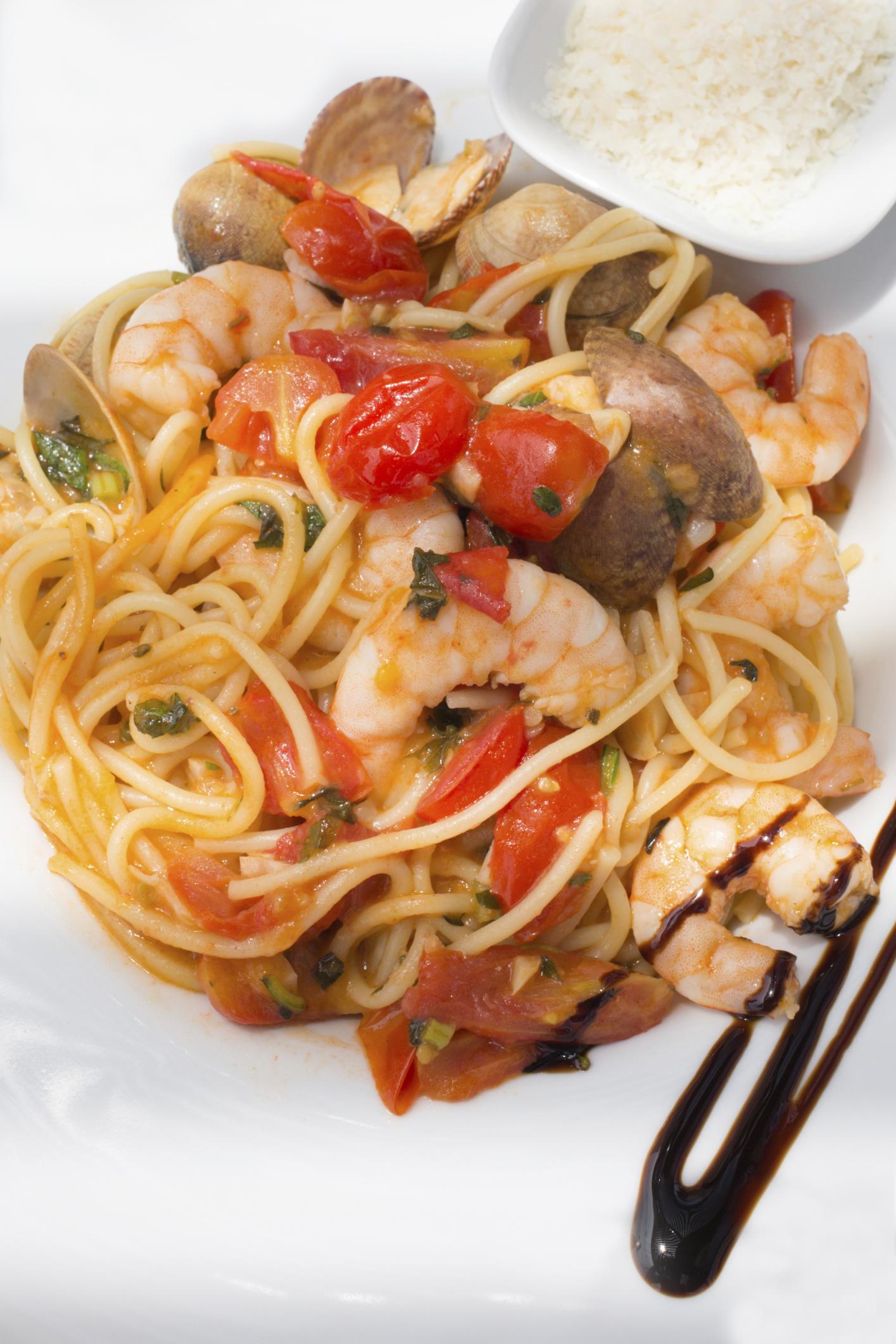 Espaguettis con gambas y chirlas