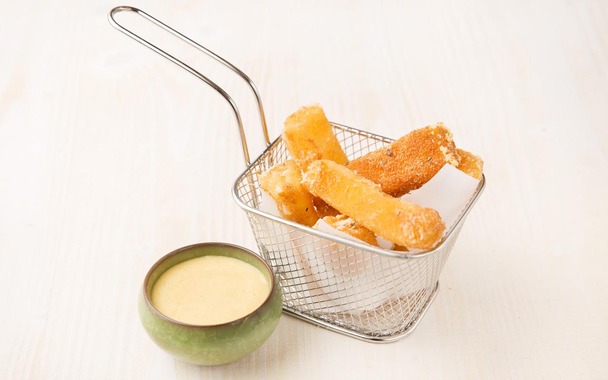 Fingers de queso emmental con miel y mostaza