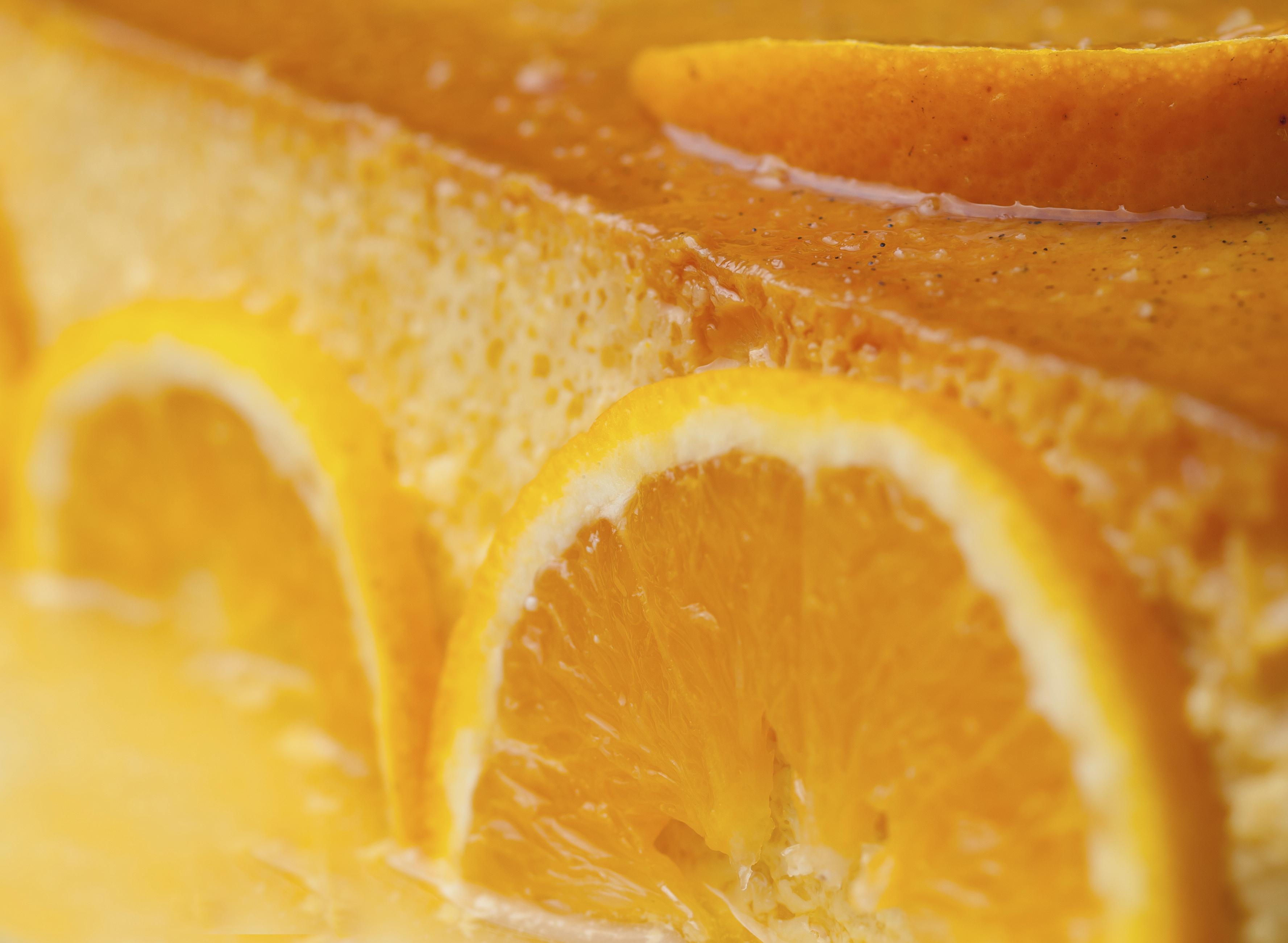Flan de naranja con polvo de turrón
