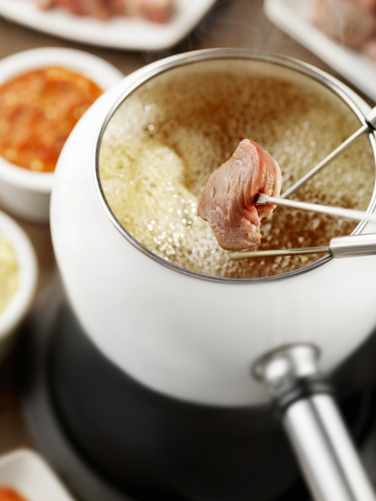 Fondue de carne con dos salsas