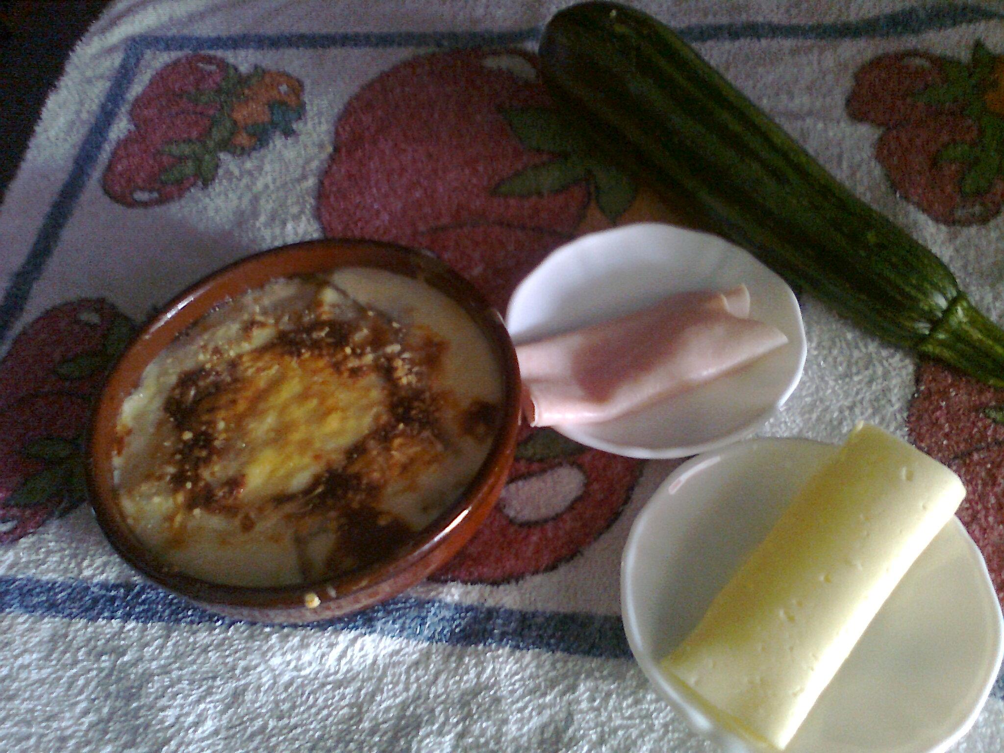 lasaña de calabacin, queso  y jamon york