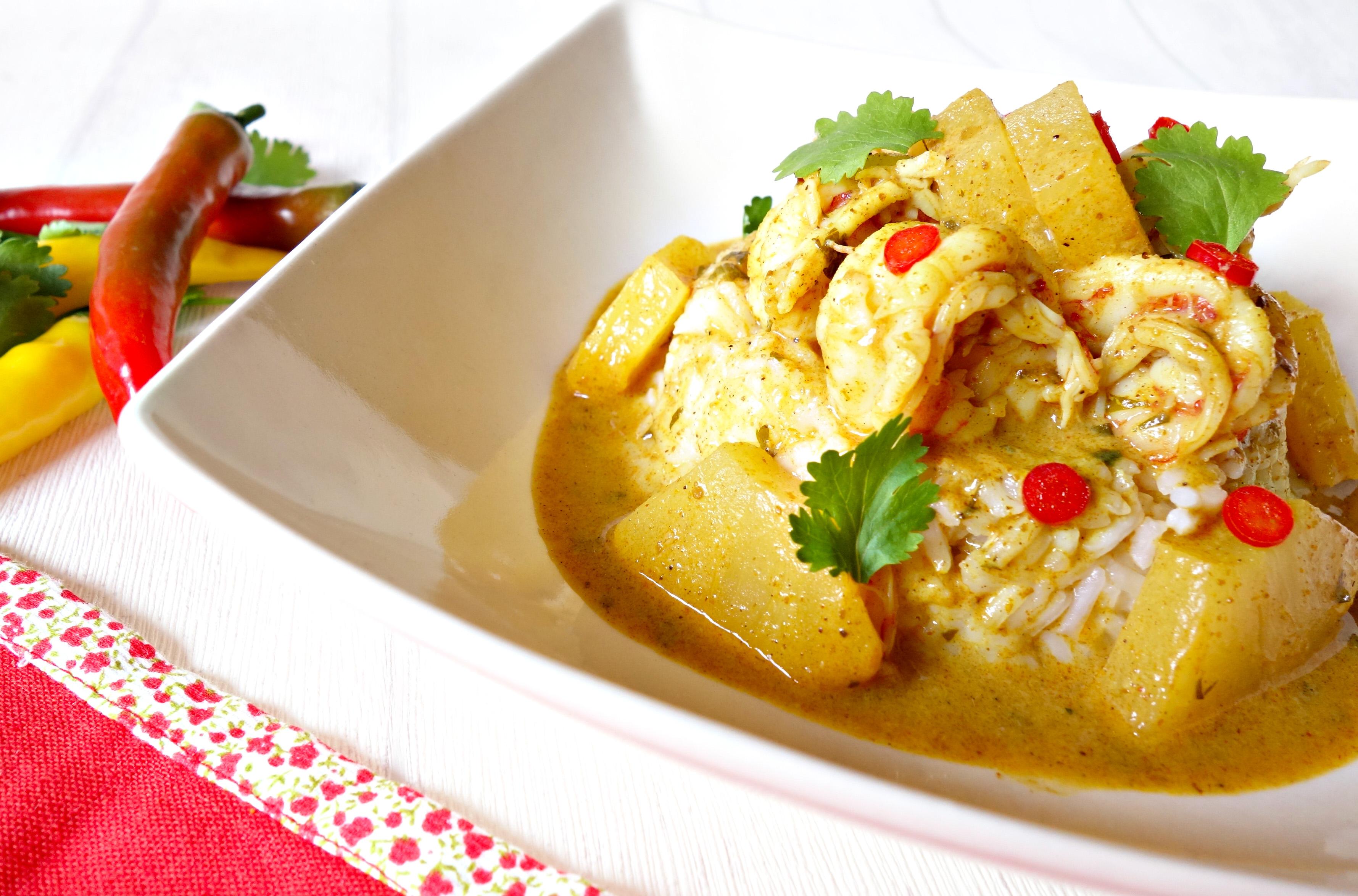Gambones marinados en curry de Madrás con piña