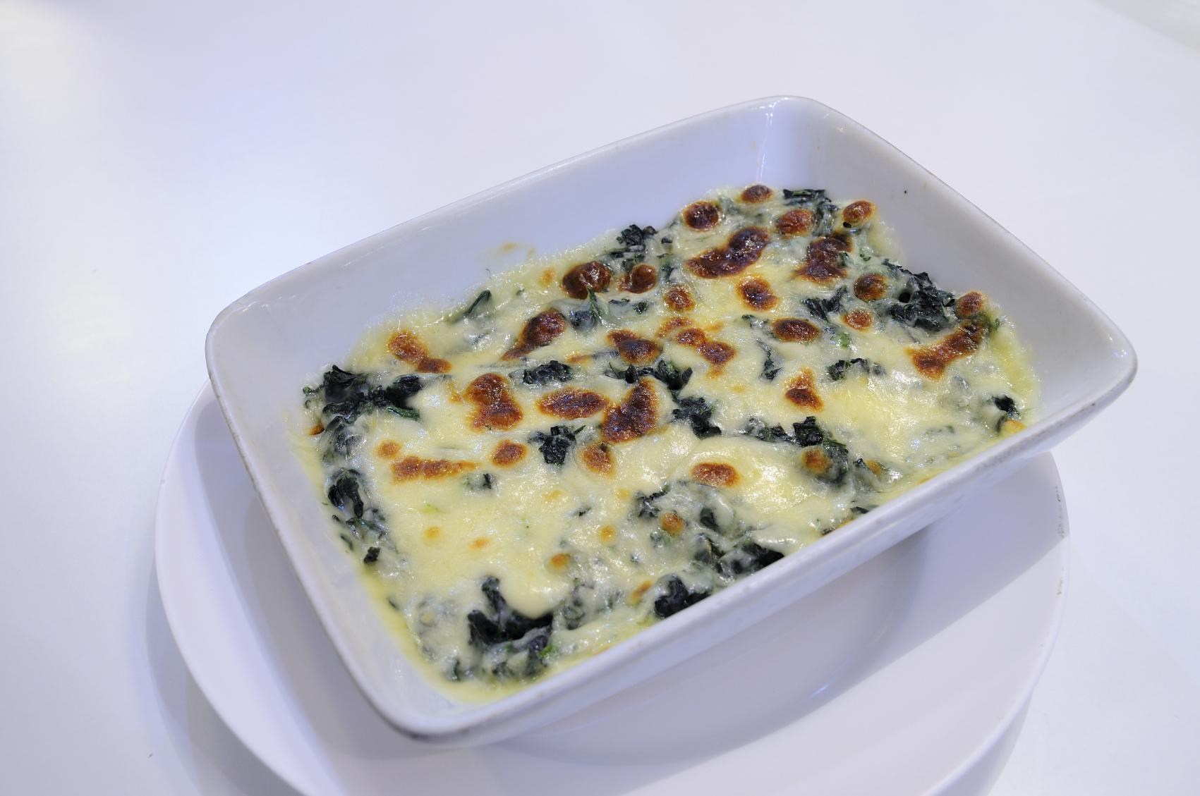 Gratinado de espinacas con huevo y salchichas