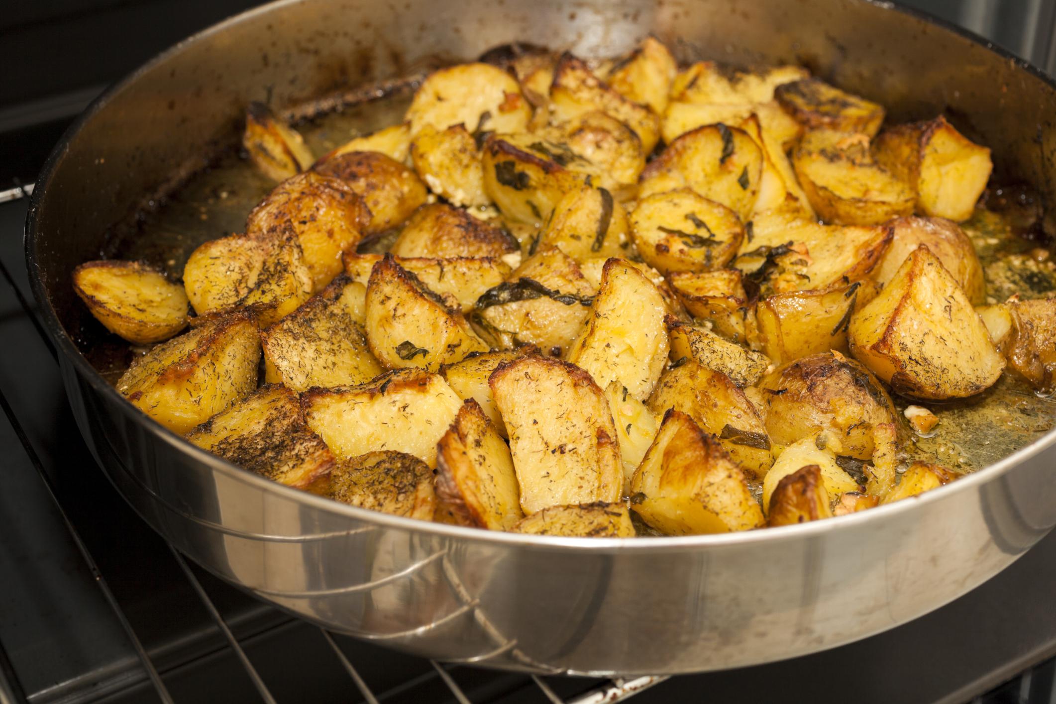 Guarnición de patatas al ajillo