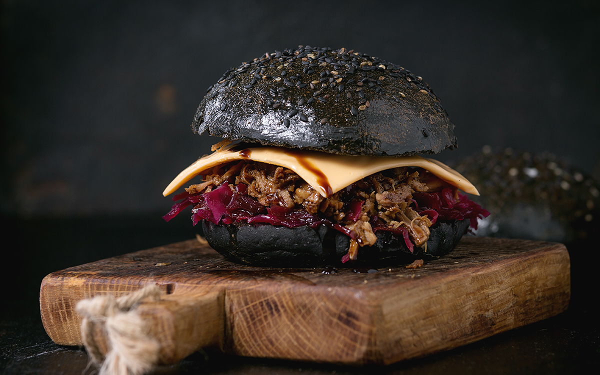 Hamburguesa negra pulled pork