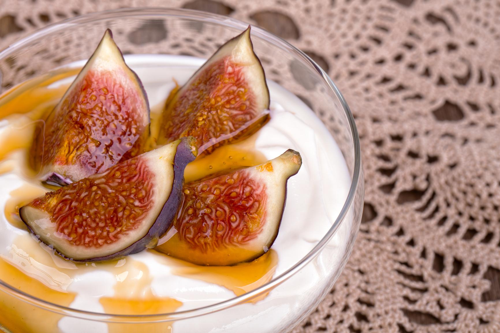 Higos en yogurt con merengue