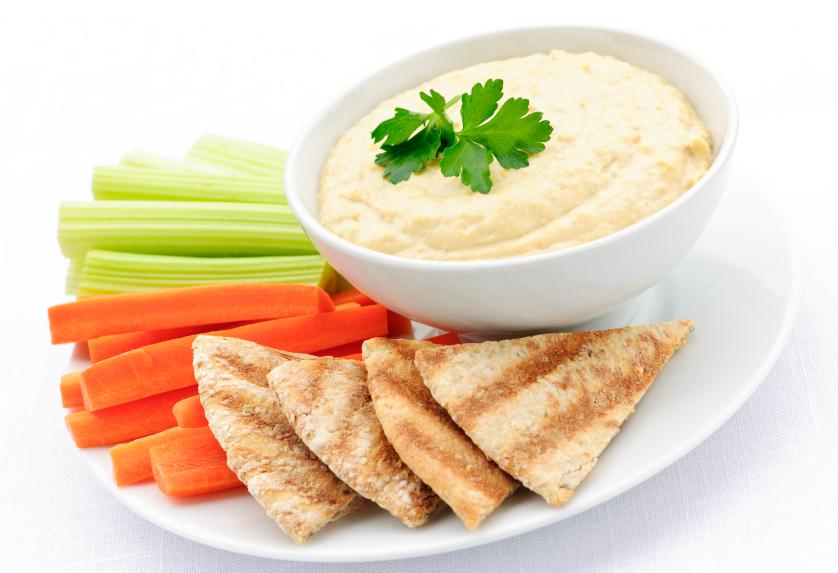 Hummus con palitos crocantes