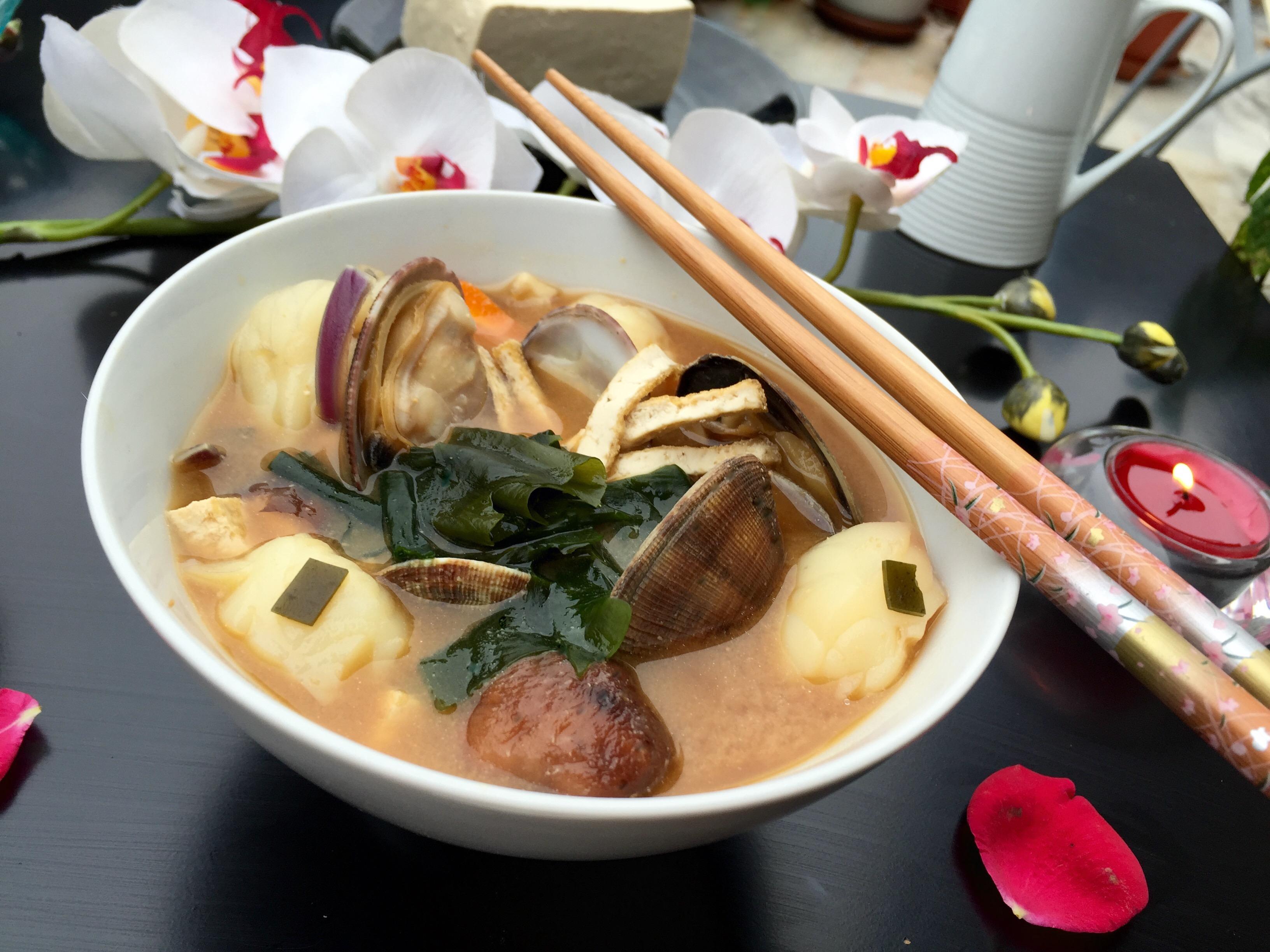 Rape con almejas en shiro miso