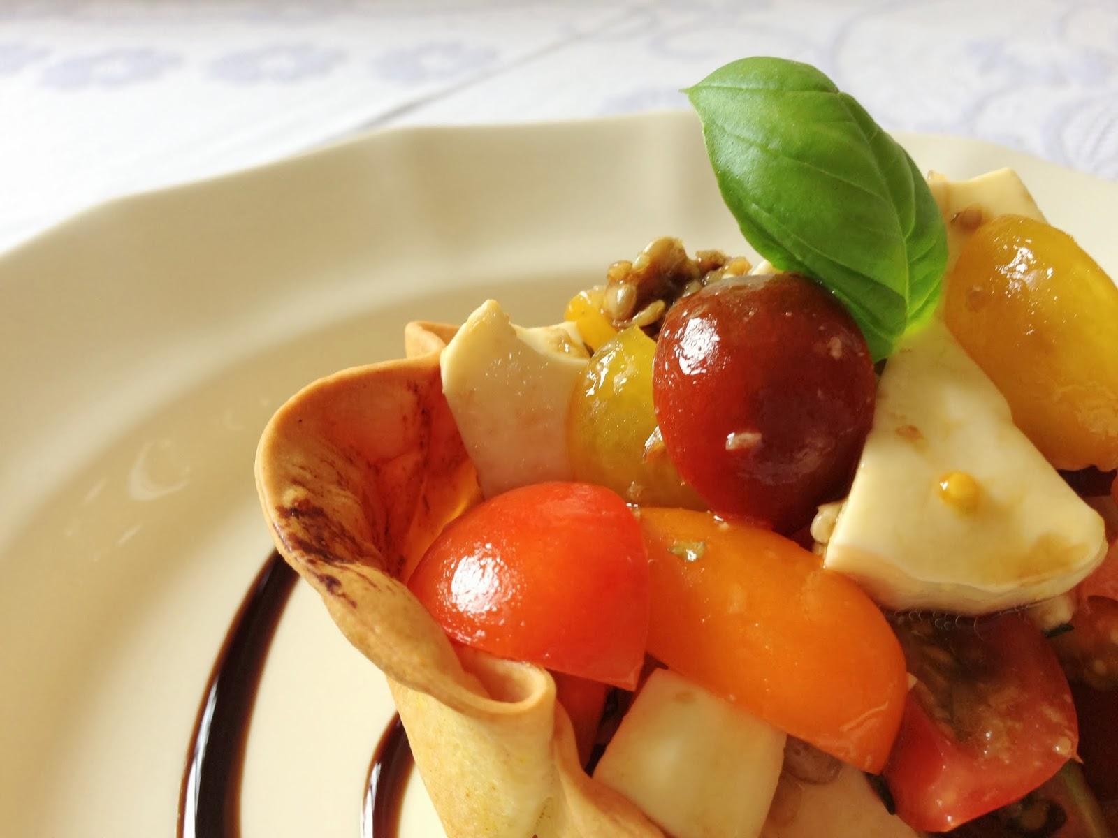 Cestillos de Cherris Multicolor con Queso fresco, Semillas de Girasol y Albahaca