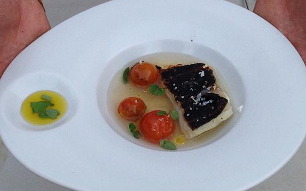 Bacalao (al albariño) con tomate (confitado e inyectado de jerez)