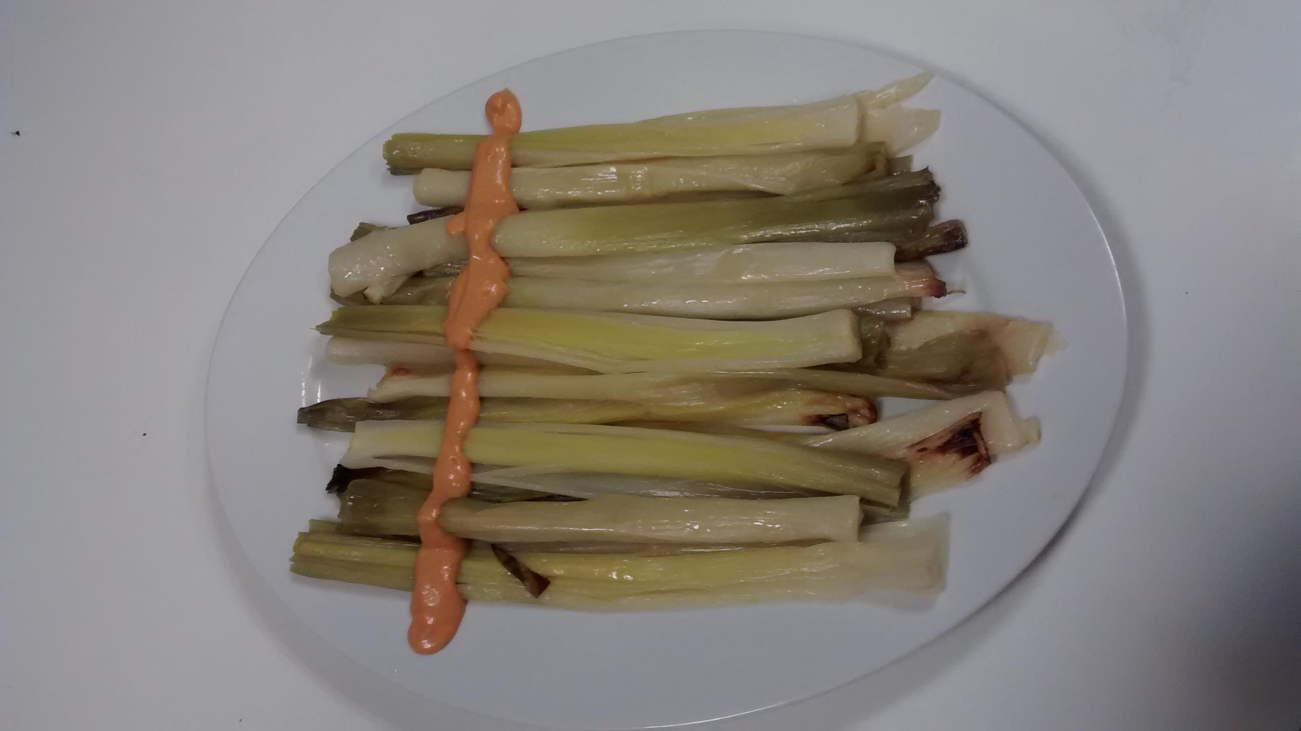 Puerros con salsa romesco (cuando el calçot no esta a nuestro alcance).