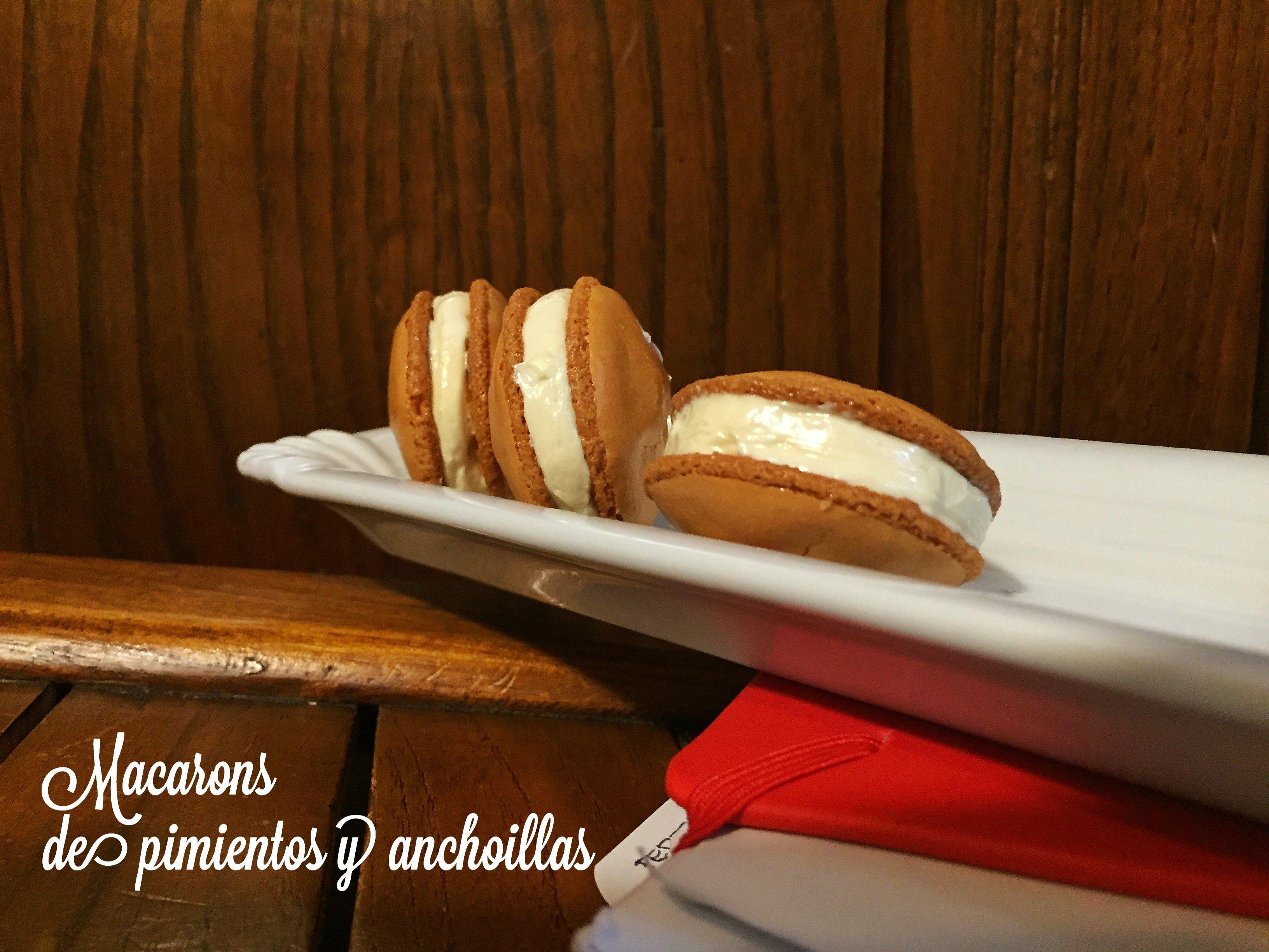 Macaron de pimiento relleno de anchoíllas