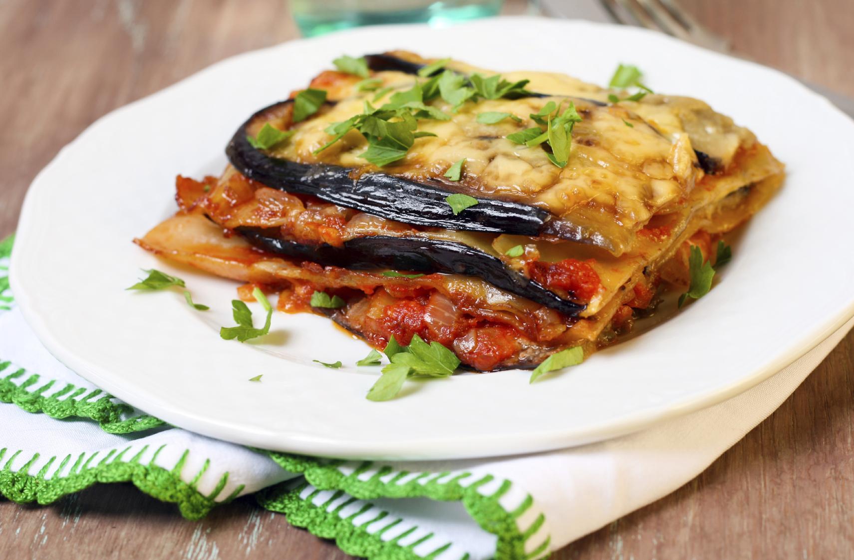 Lasaña de berenjena, queso y tomate
