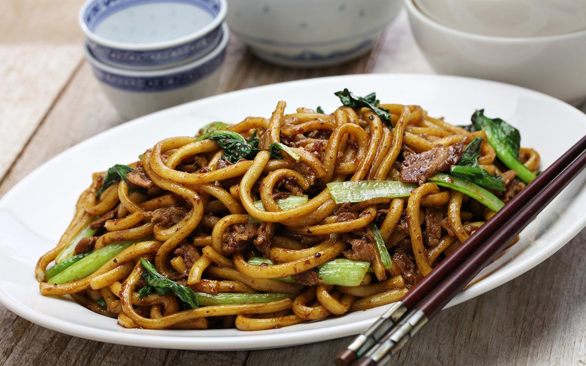 Fideos fritos chinos con ternera o Lo Mein