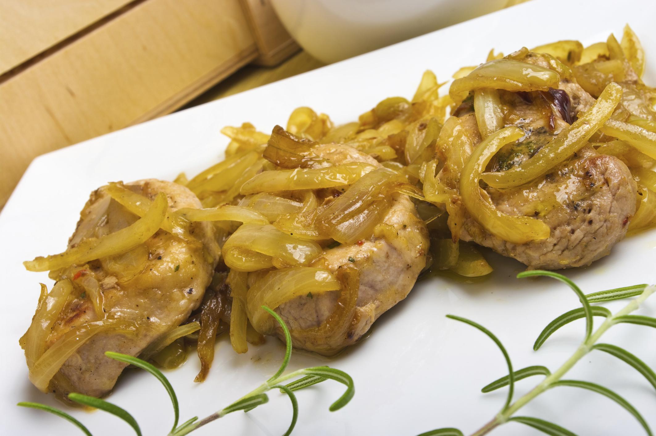 Lomo de cerdo con cebolla caramelizada