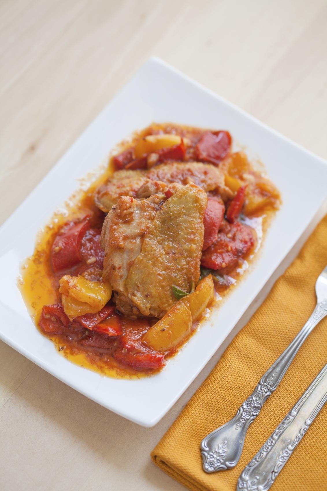 Pollo frito con pimientos y pimentón