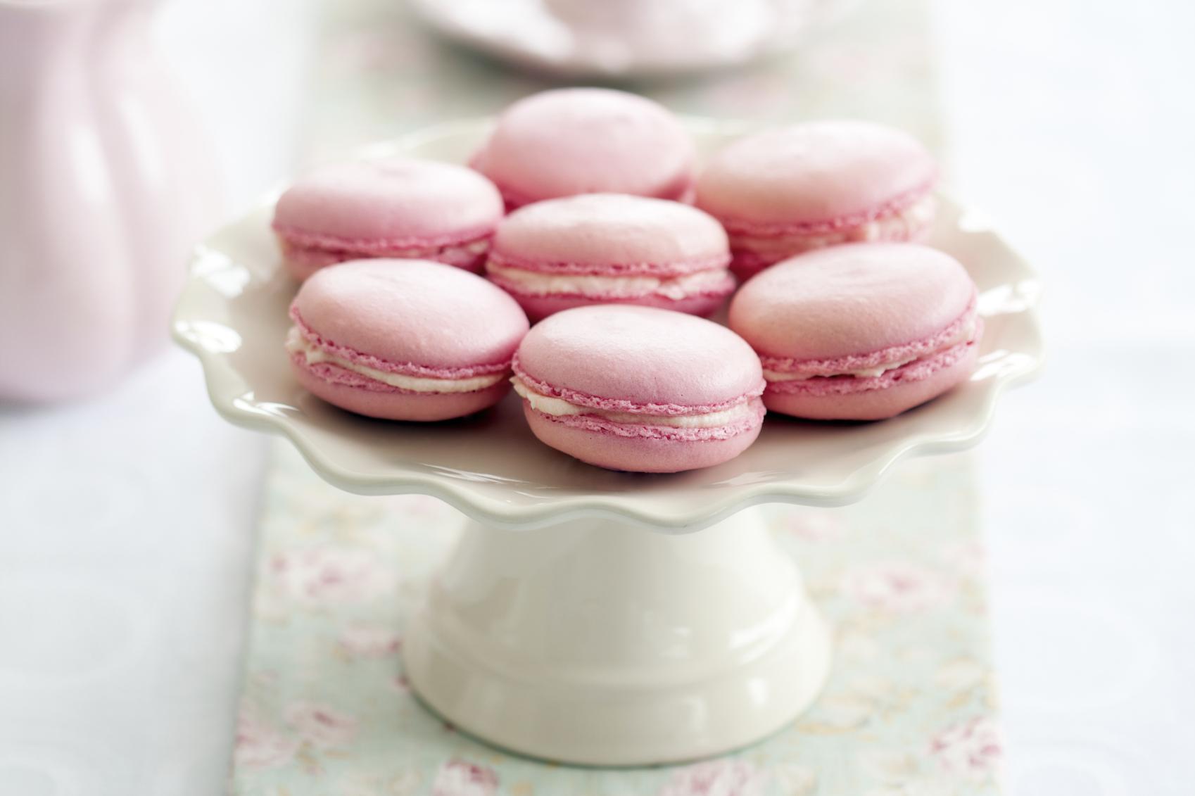 Macarons con chocolate blanco de fresa