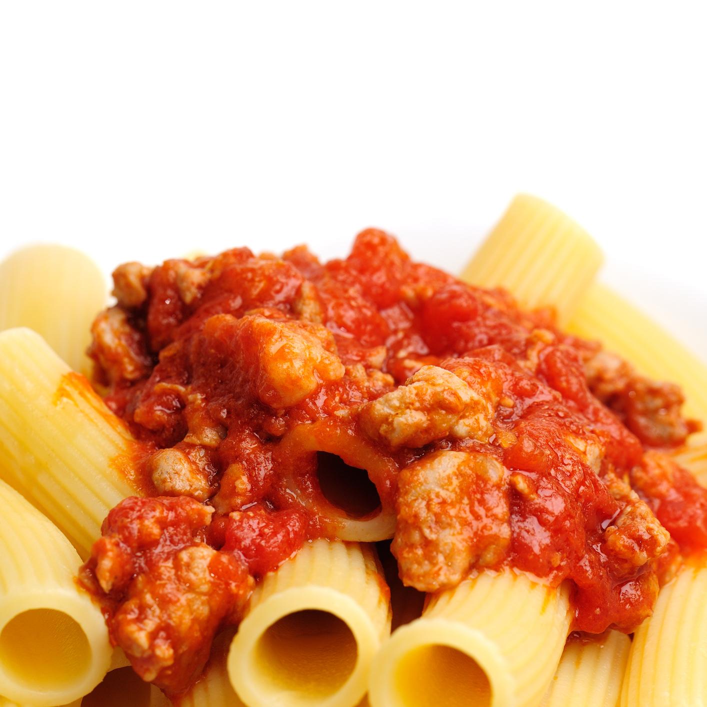 Macarrones con chorizo y salsa de tomates