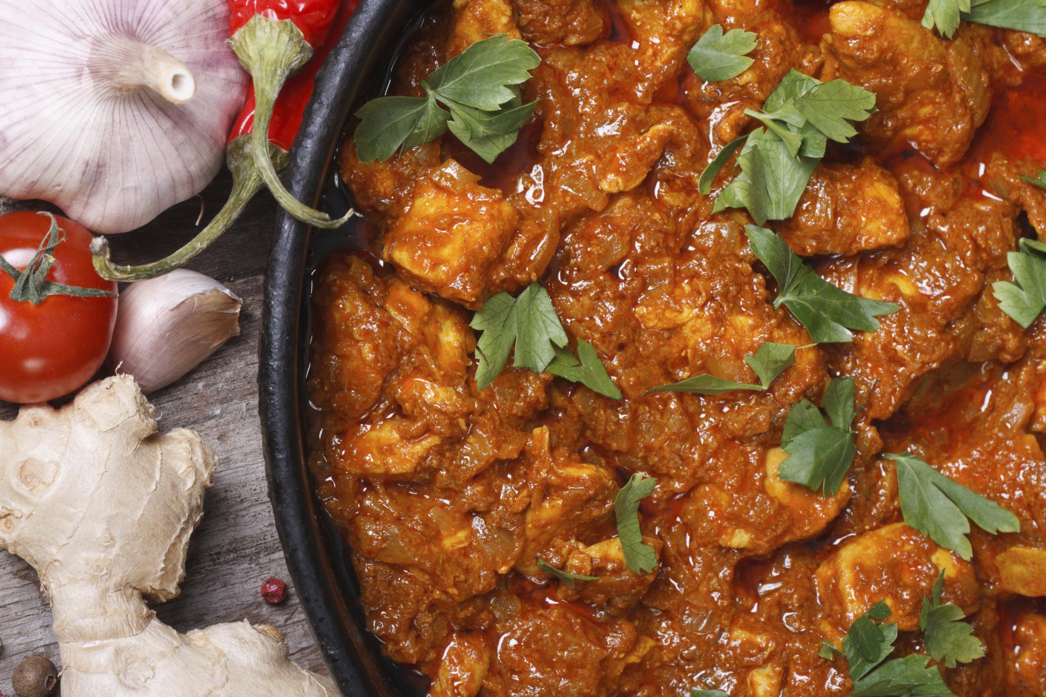 Pollo con tomate al curry