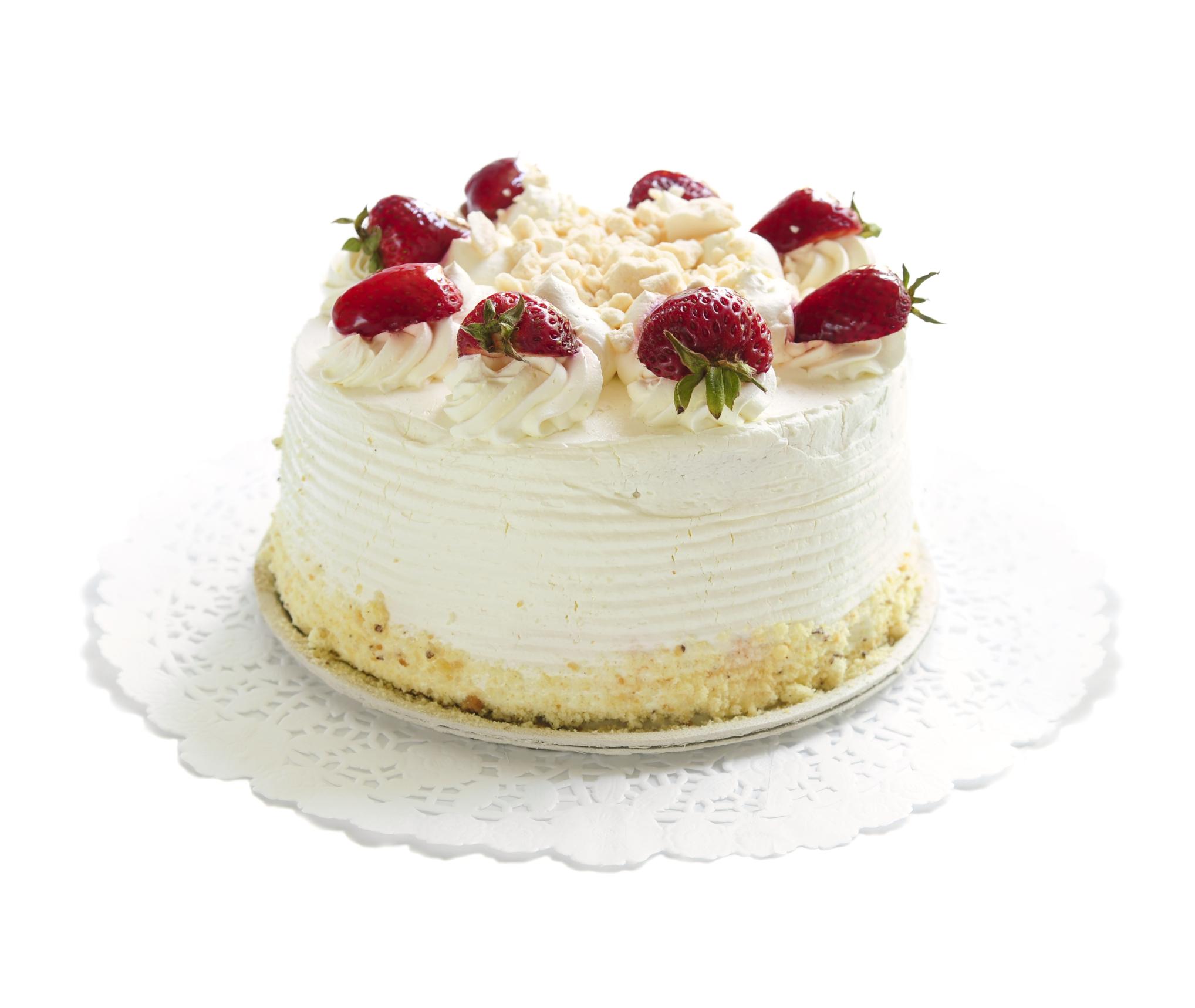 Tarta de bizcocho, fresas y nata