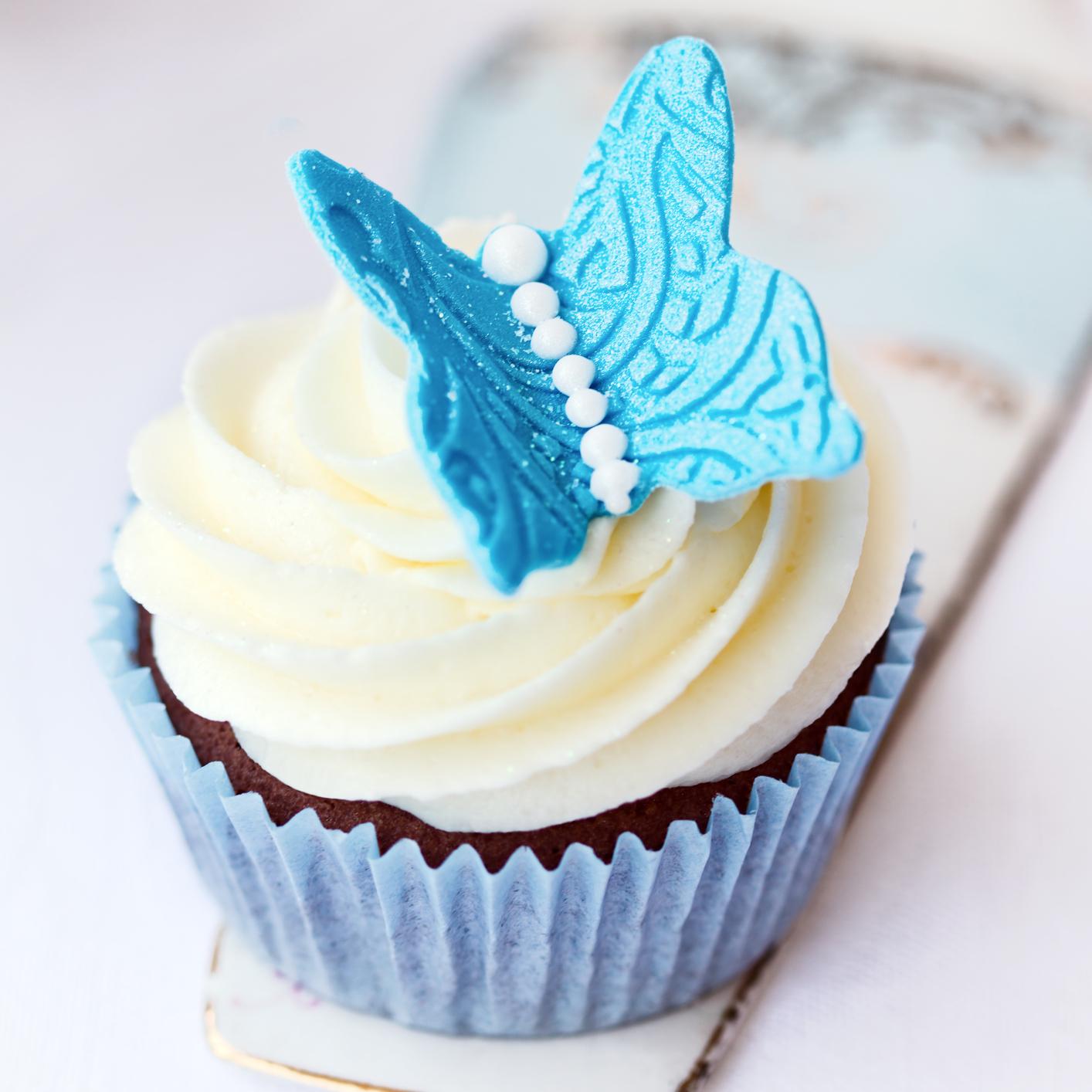 Mariposas de pasta de azúcar decorativas