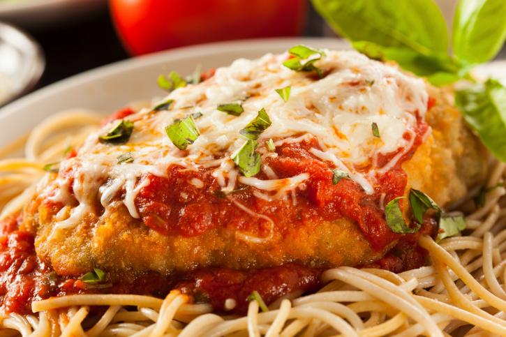 Milanesas a la napolitana con tomate y queso