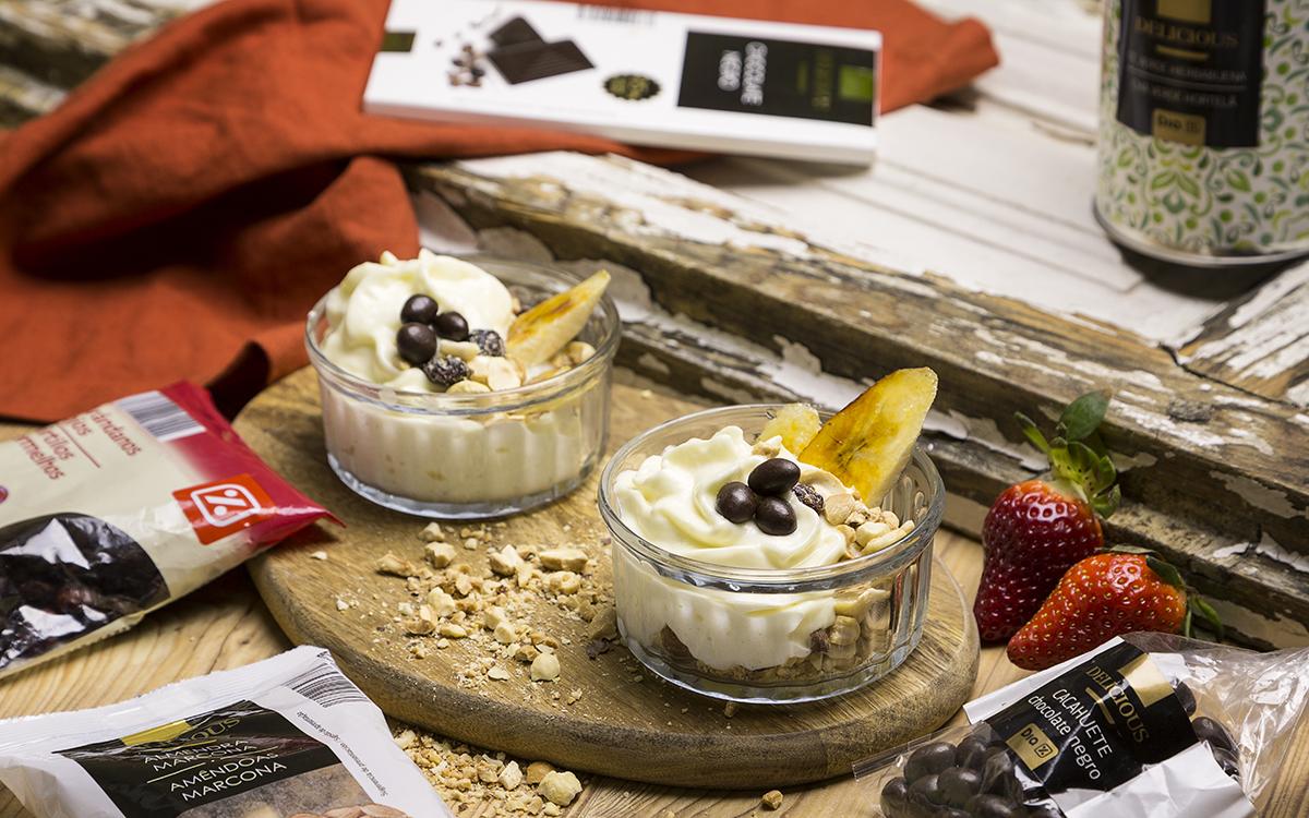 Mousse de chocolate blanco con crumble de frutos secos
