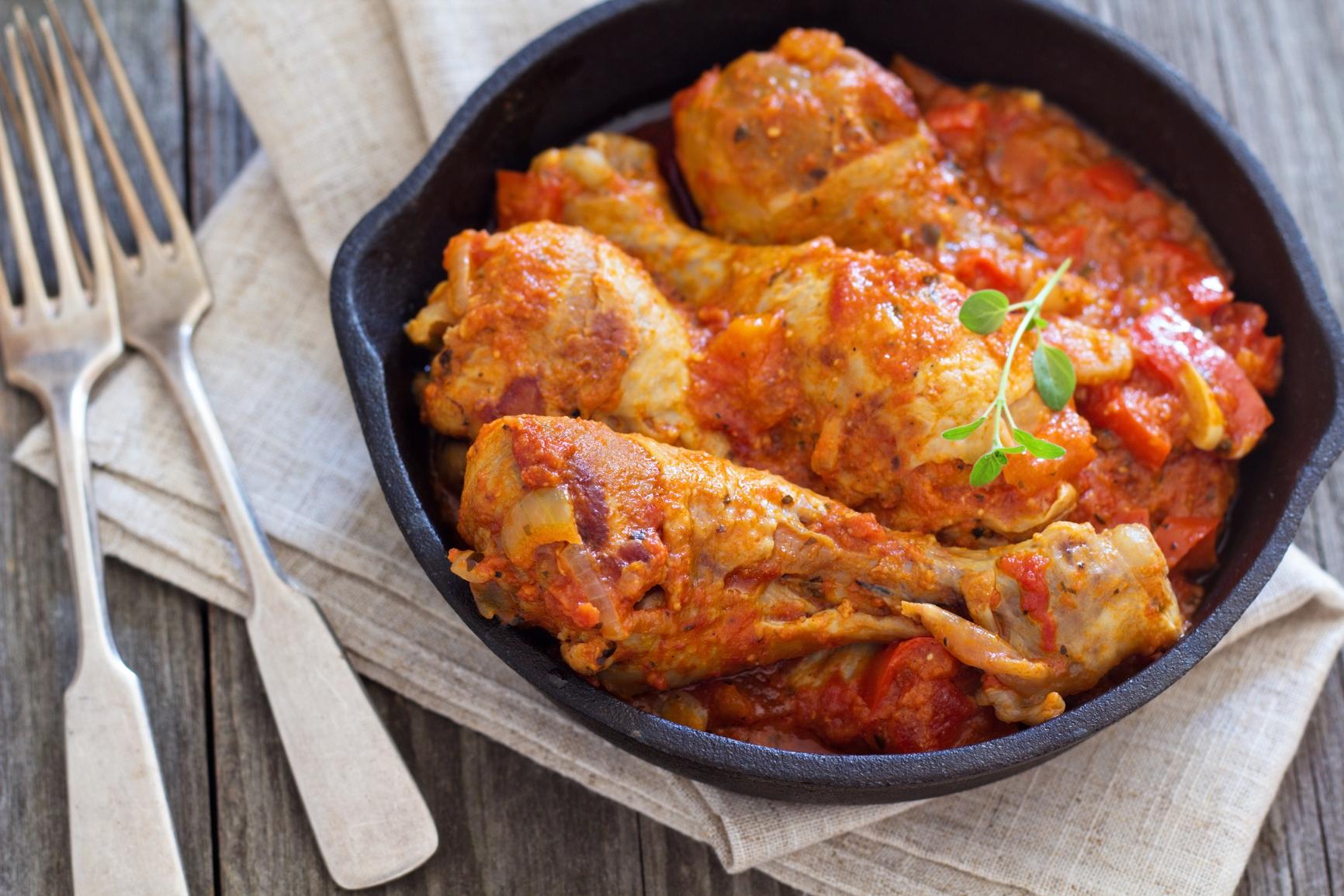 Muslos de pavo en salsa de tomate