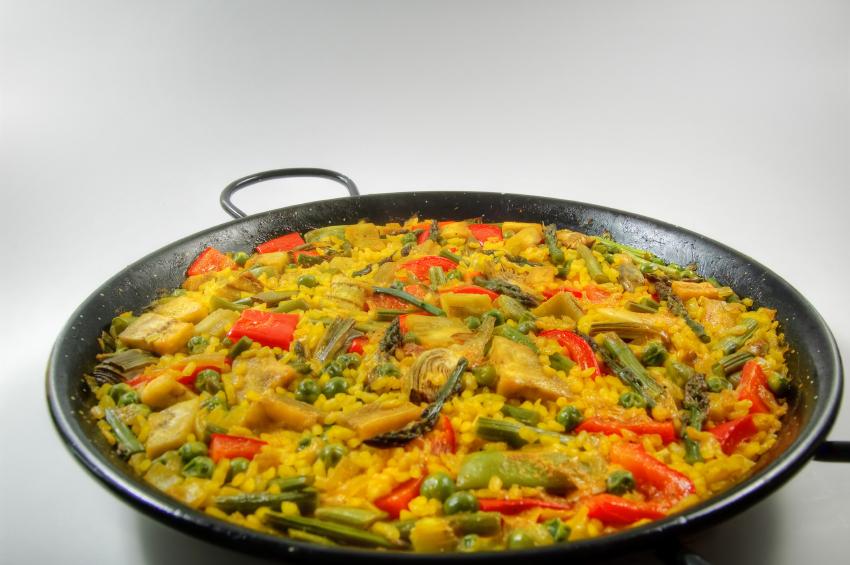 Paella de verduras con jamón