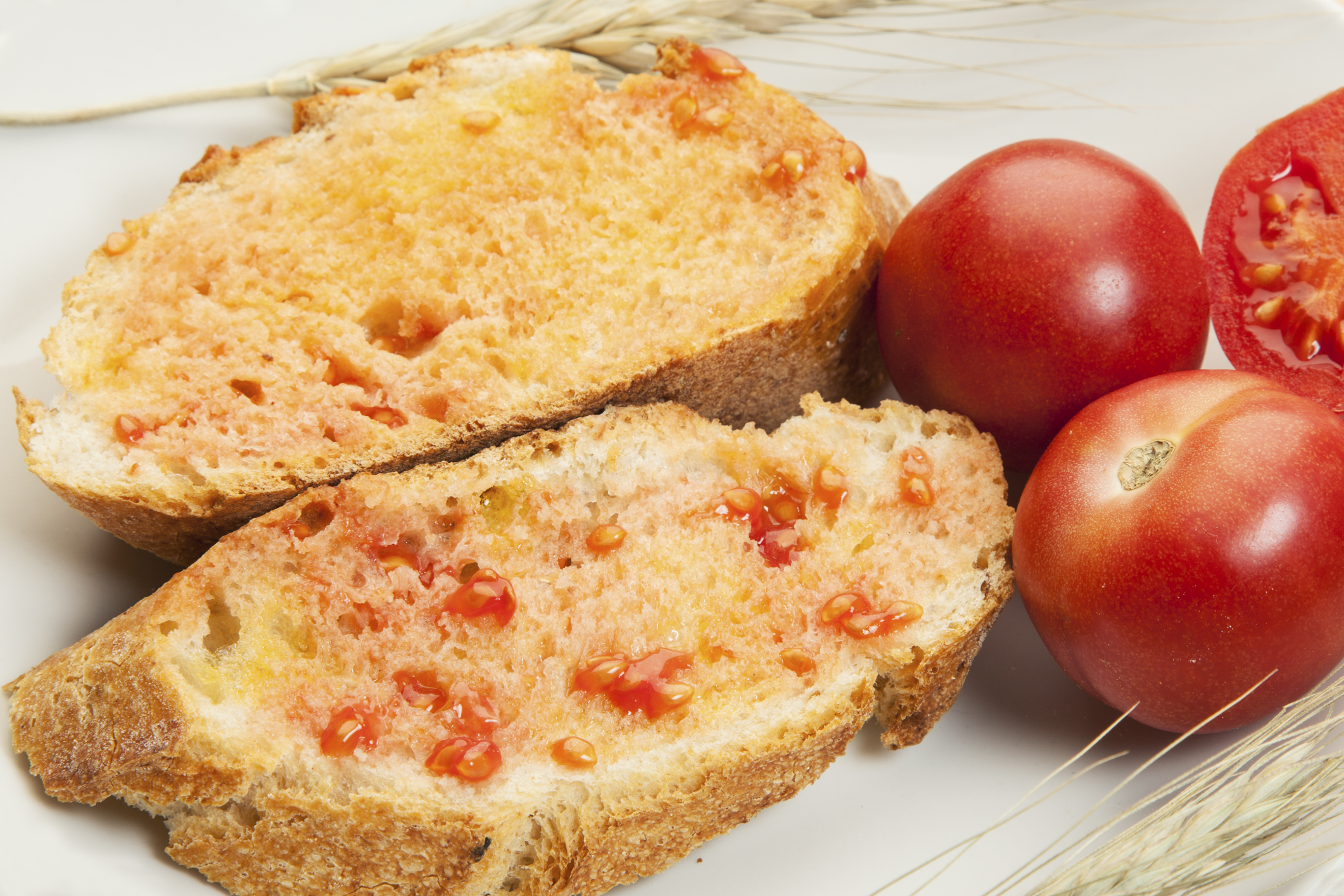 Pan con aceite y tomate natural