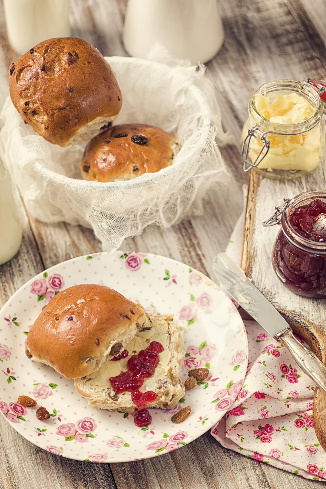 Pan dulce con pasas de uva y frutas abrillantadas