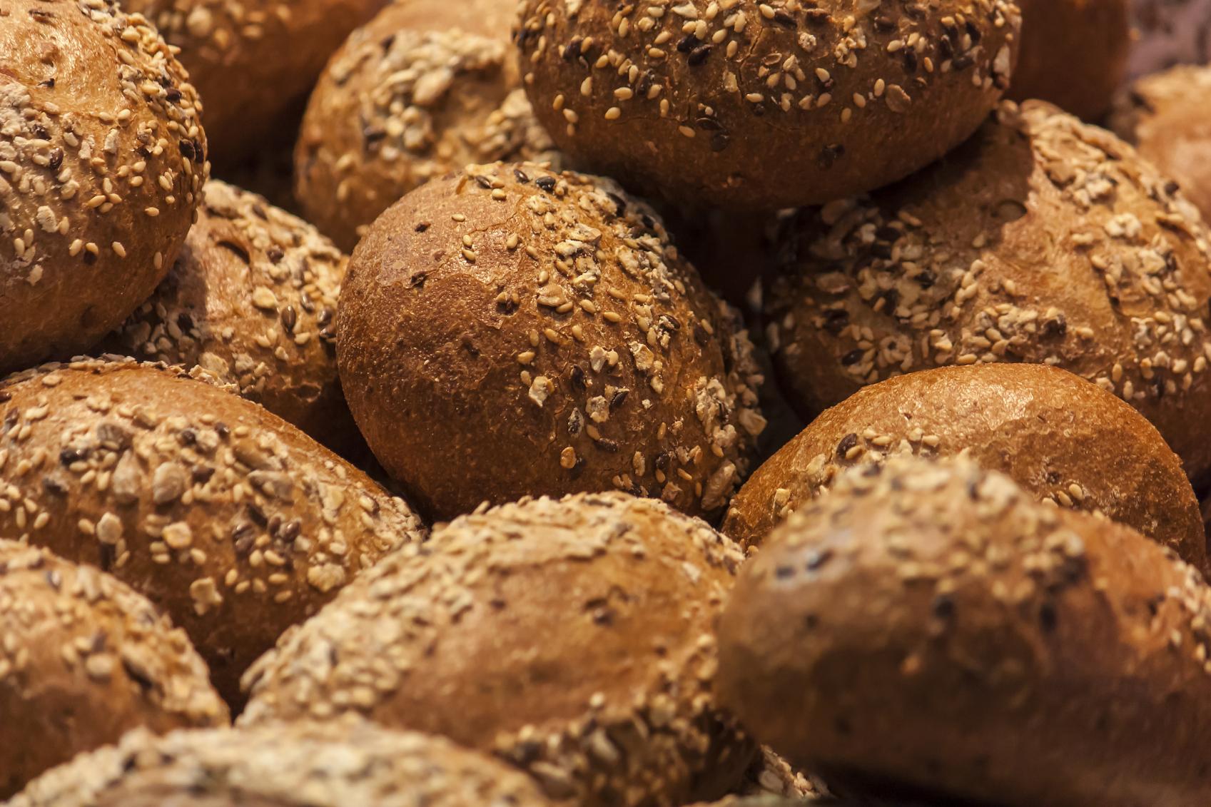 Pan y panecillos integrales con muesli