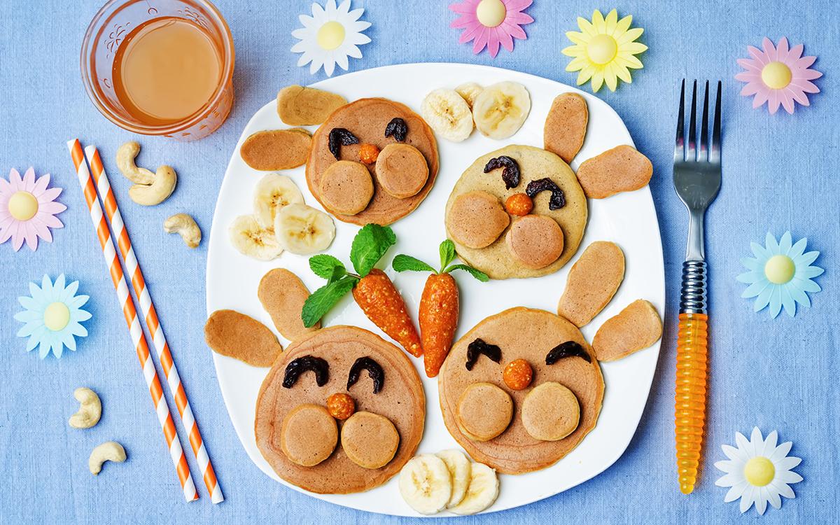 Pancakes de conejitos con frutas