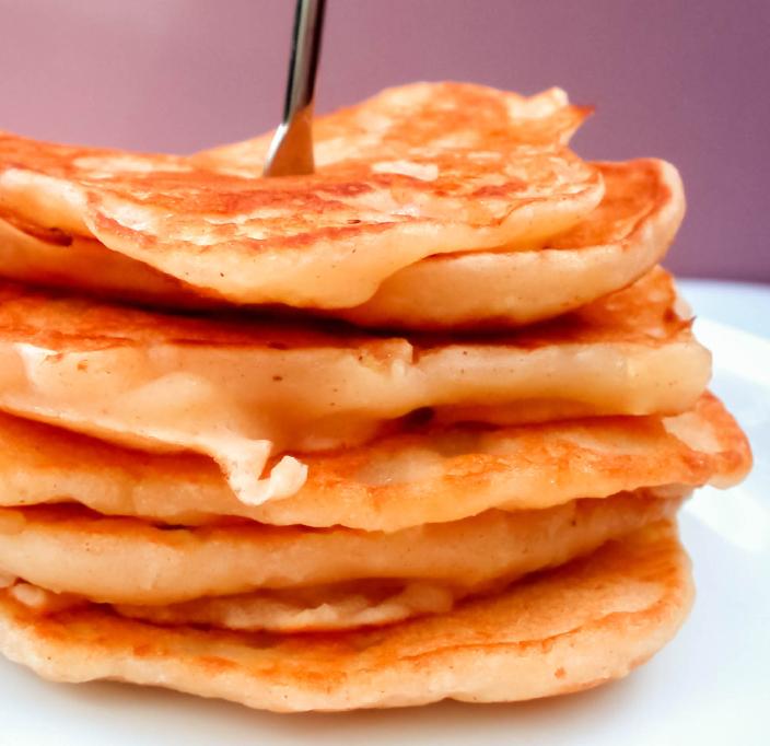 Pancakes esponjosos hechos de yogurt