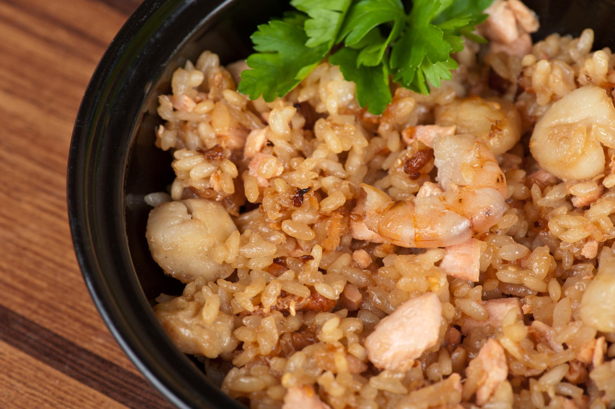 Cerdo con arroz y gambas