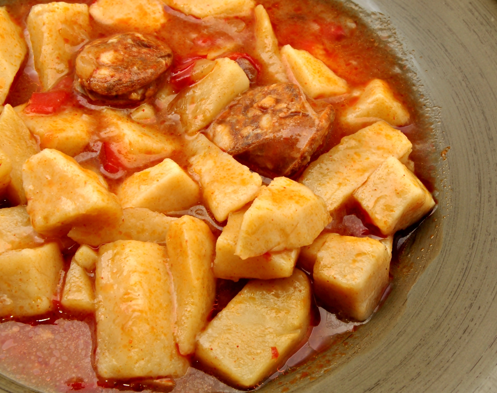 Patatas con chorizo y pimientos