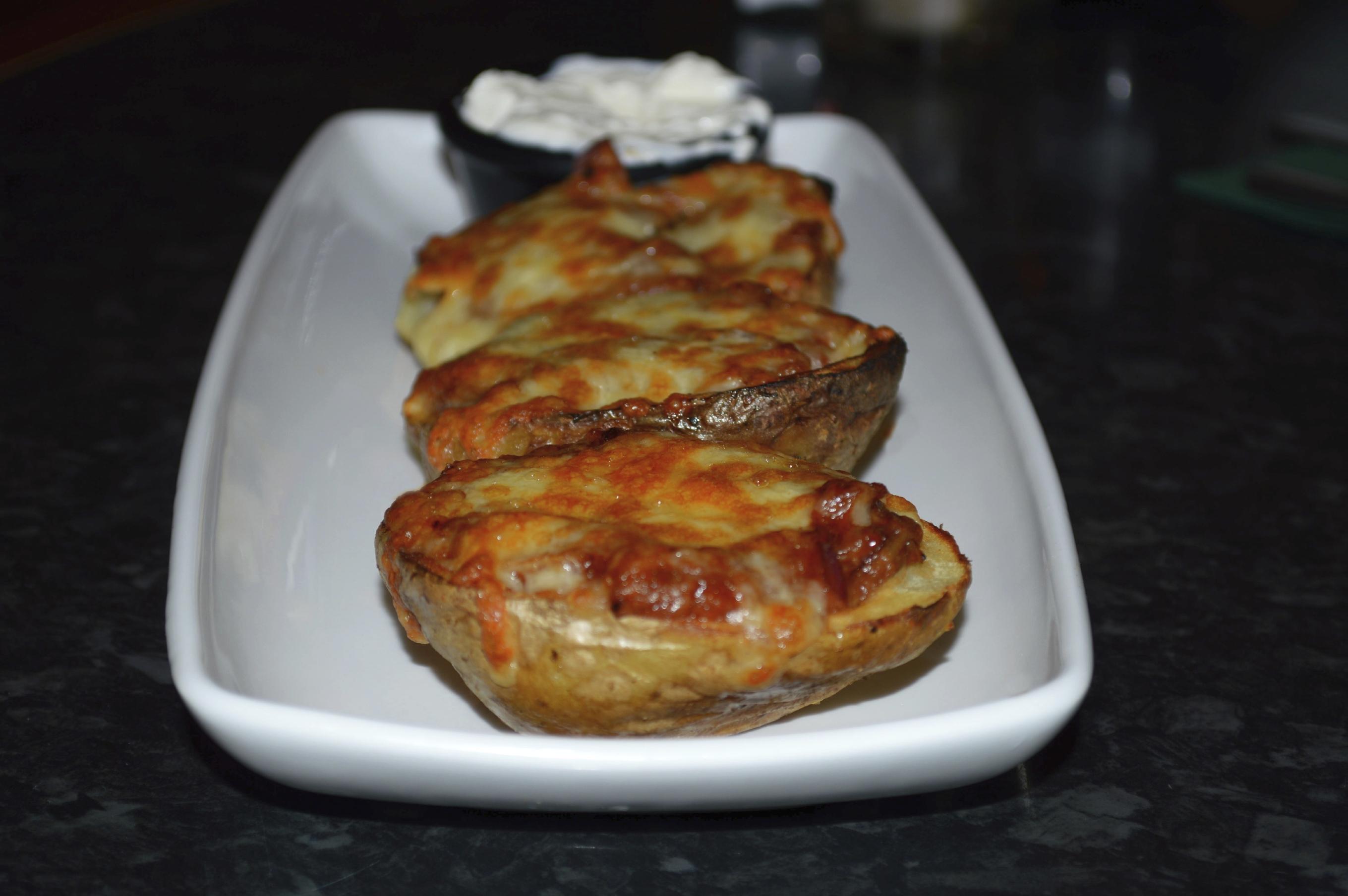 Patatas rellenas con tres quesos