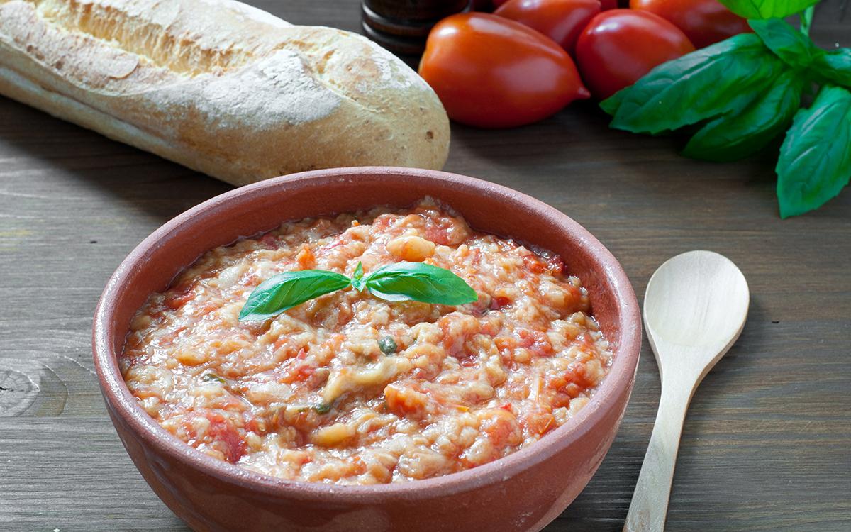 Pappa al pomodoro típico de la Toscana