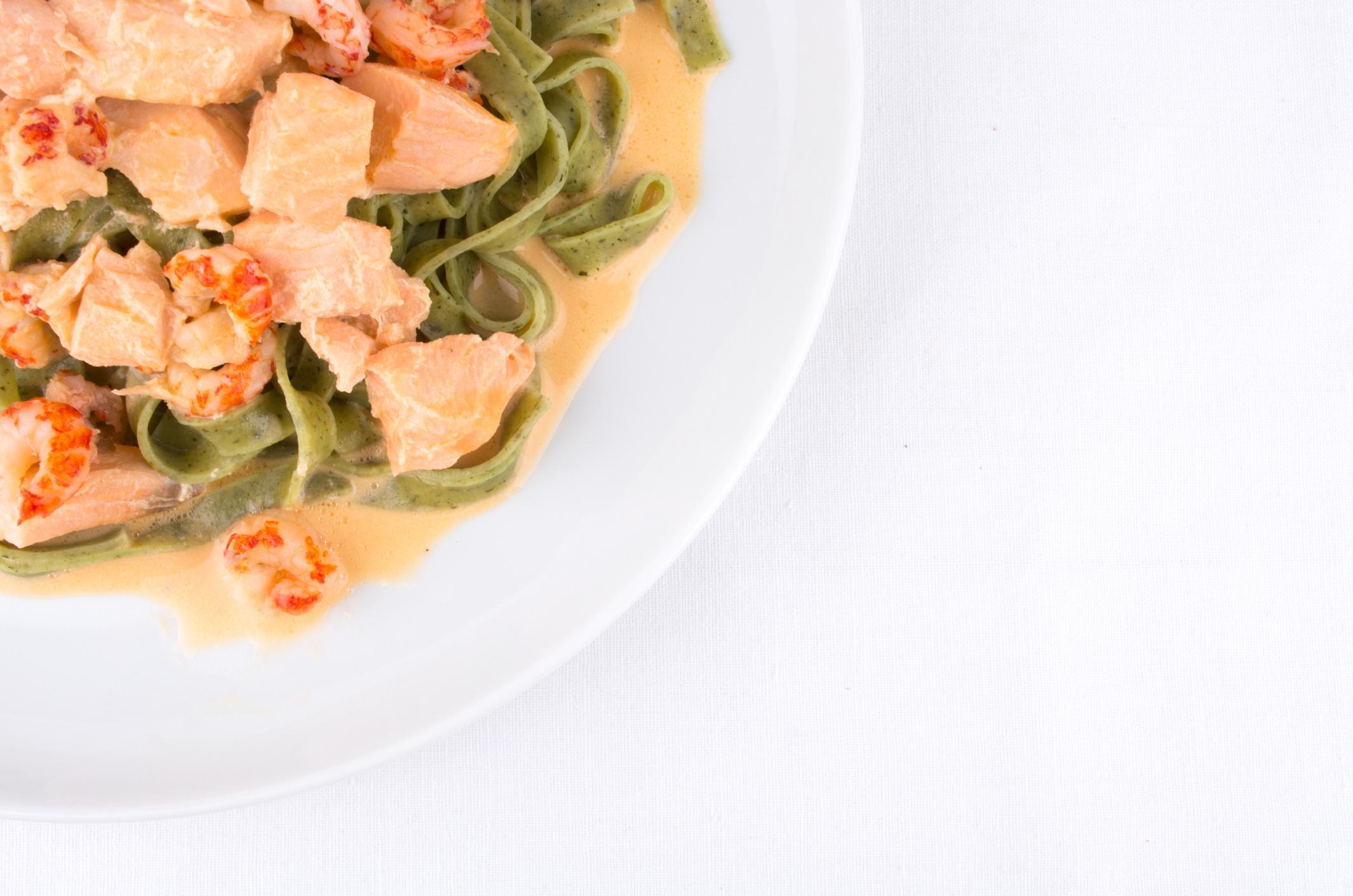 Pasta verde con marisco