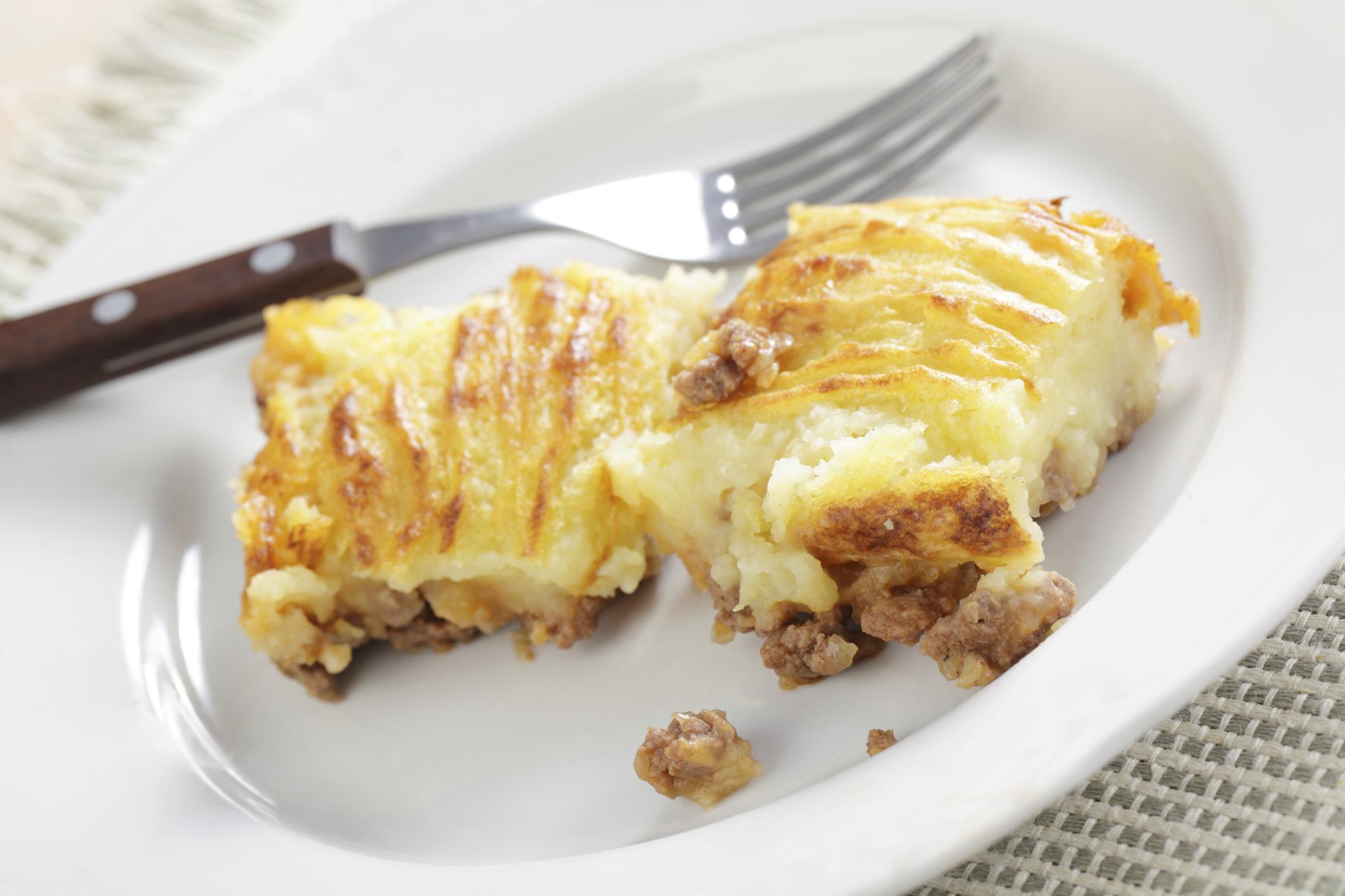 Pastel de patatas y carne con queso