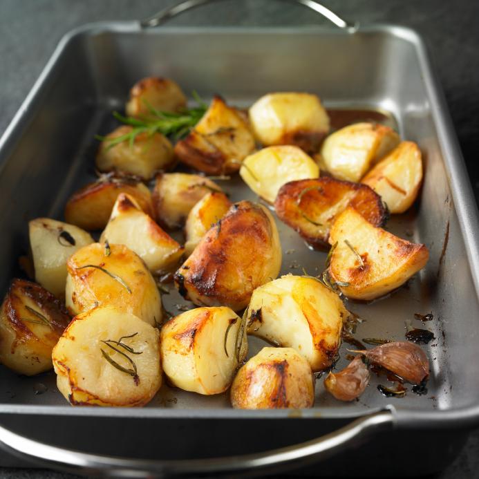 Patatas asadas con ajitos picados