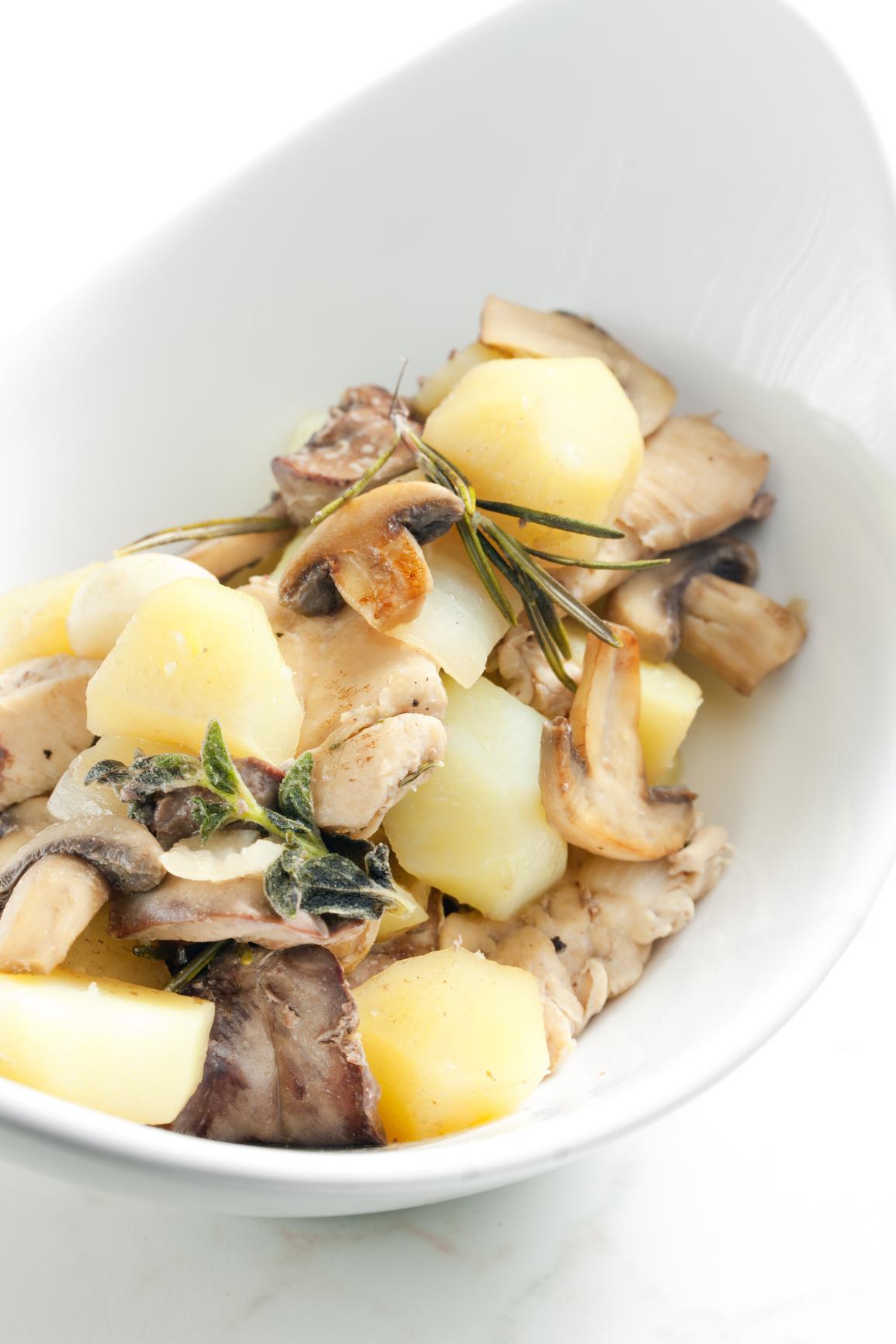 Patatas con champiñones y aroma de romero