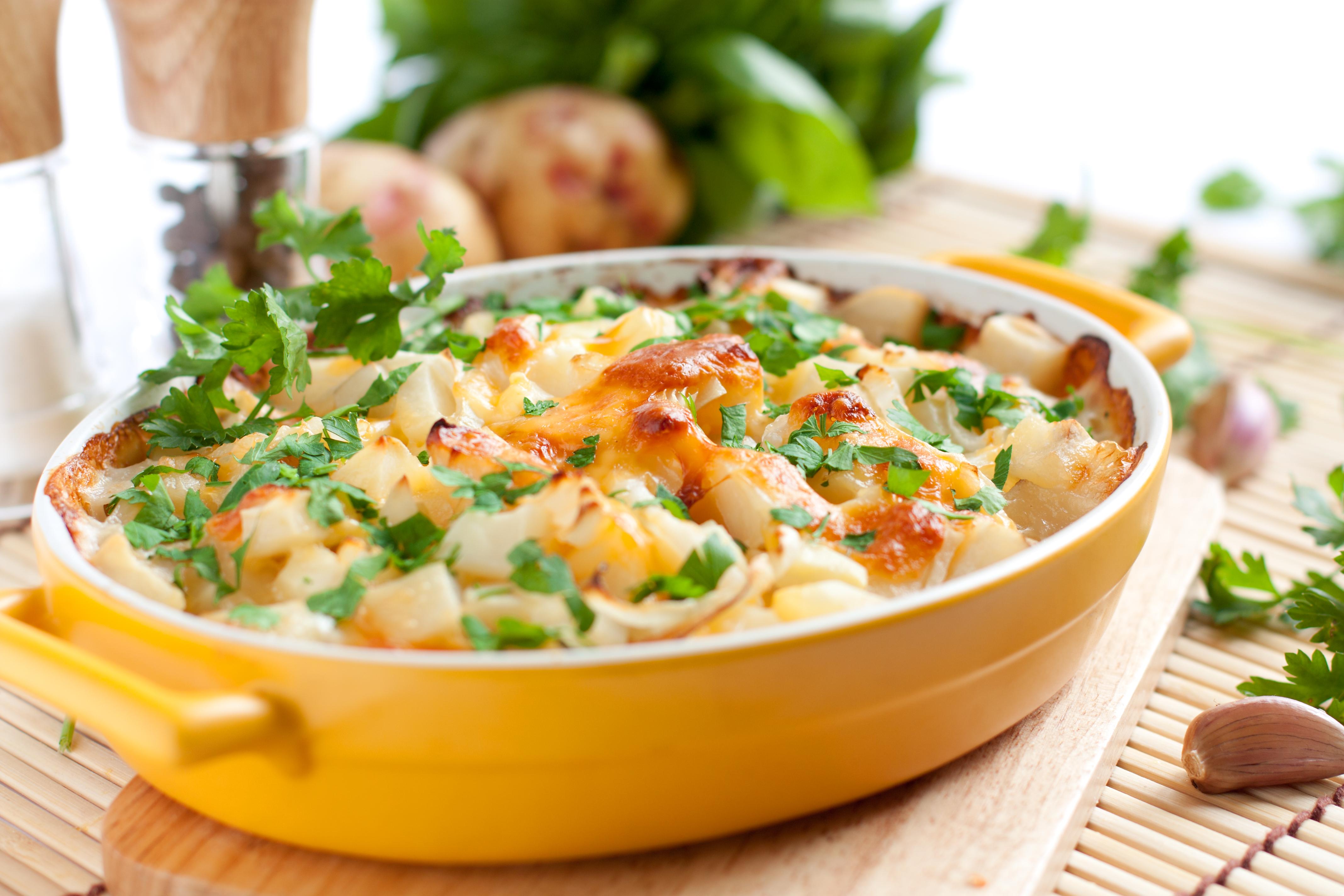 Patatas doradas al tomate