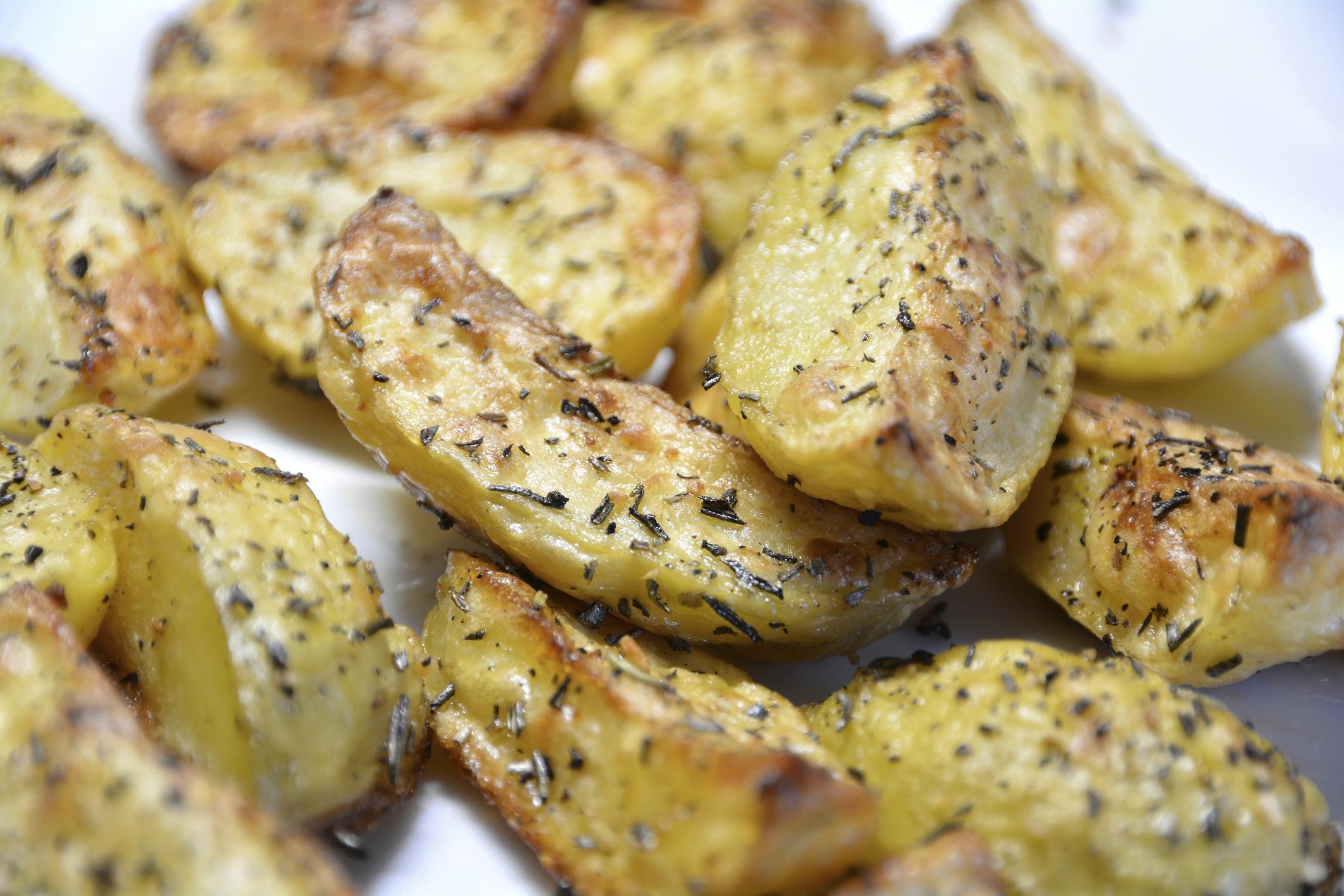 Patatas al horno con hierbas aromáticas