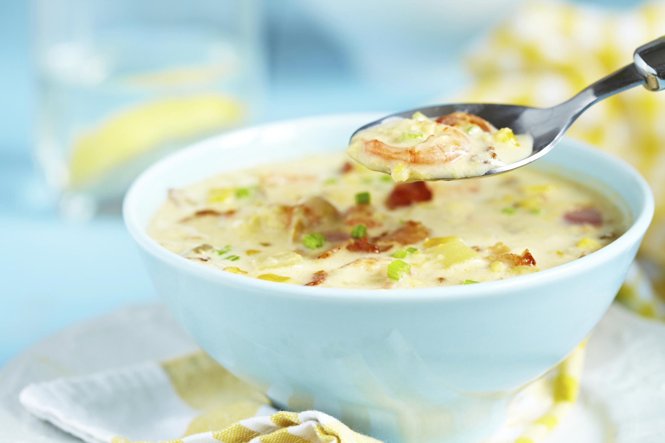 Sopa de patatas con gambas