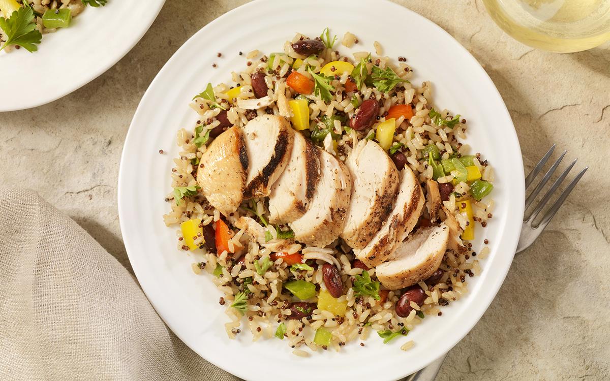Pechuga de pollo a la parrilla con ensalada de arroz